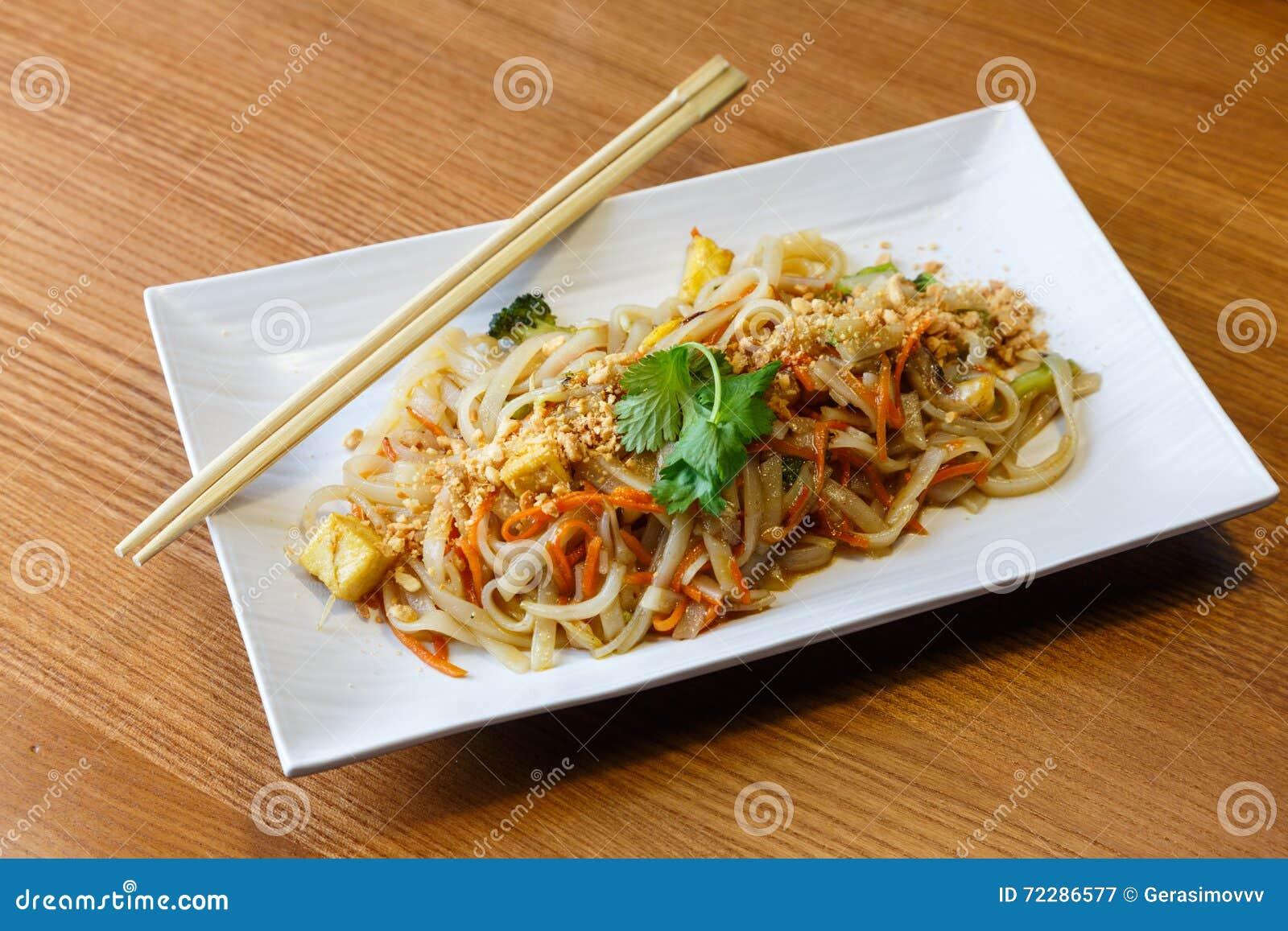 Download Лапши риса с тофу и овощами Стоковое Изображение - изображение насчитывающей пепельнообразные, китайско: 72286577