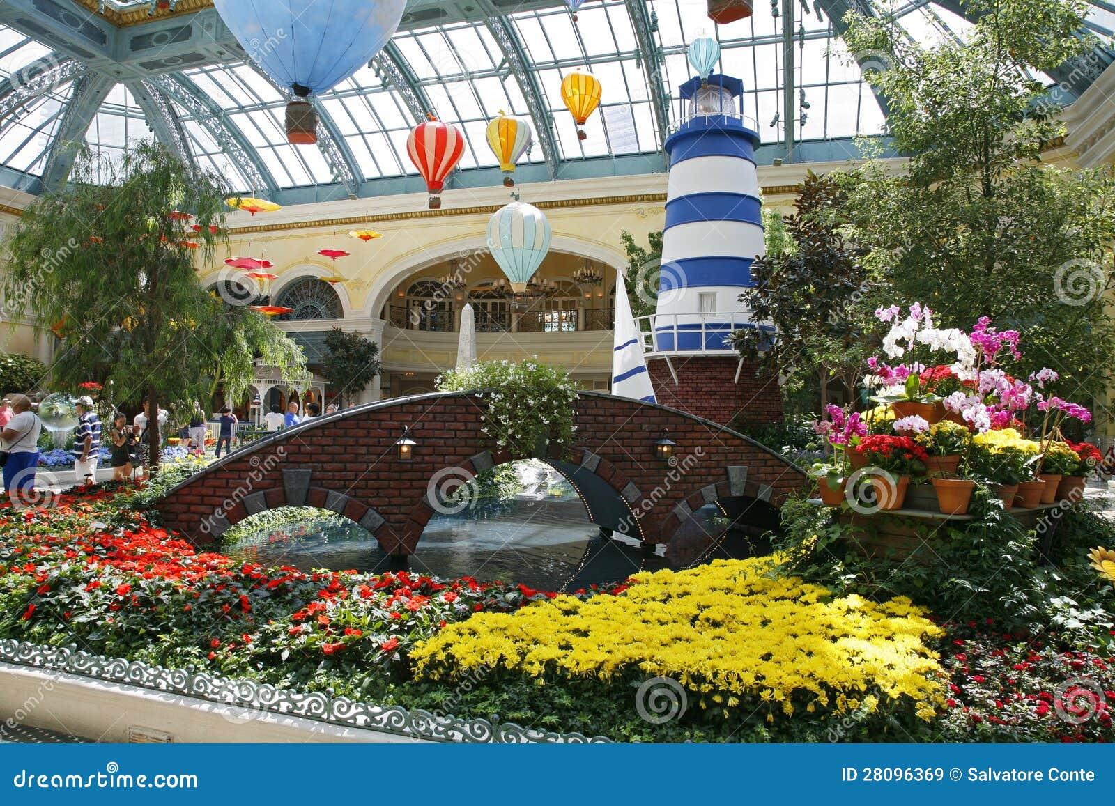 ЛАС-ВЕГАС - 5-ОЕ СЕНТЯБРЯ: Сезон падения в гостинице Conserva Bellagio