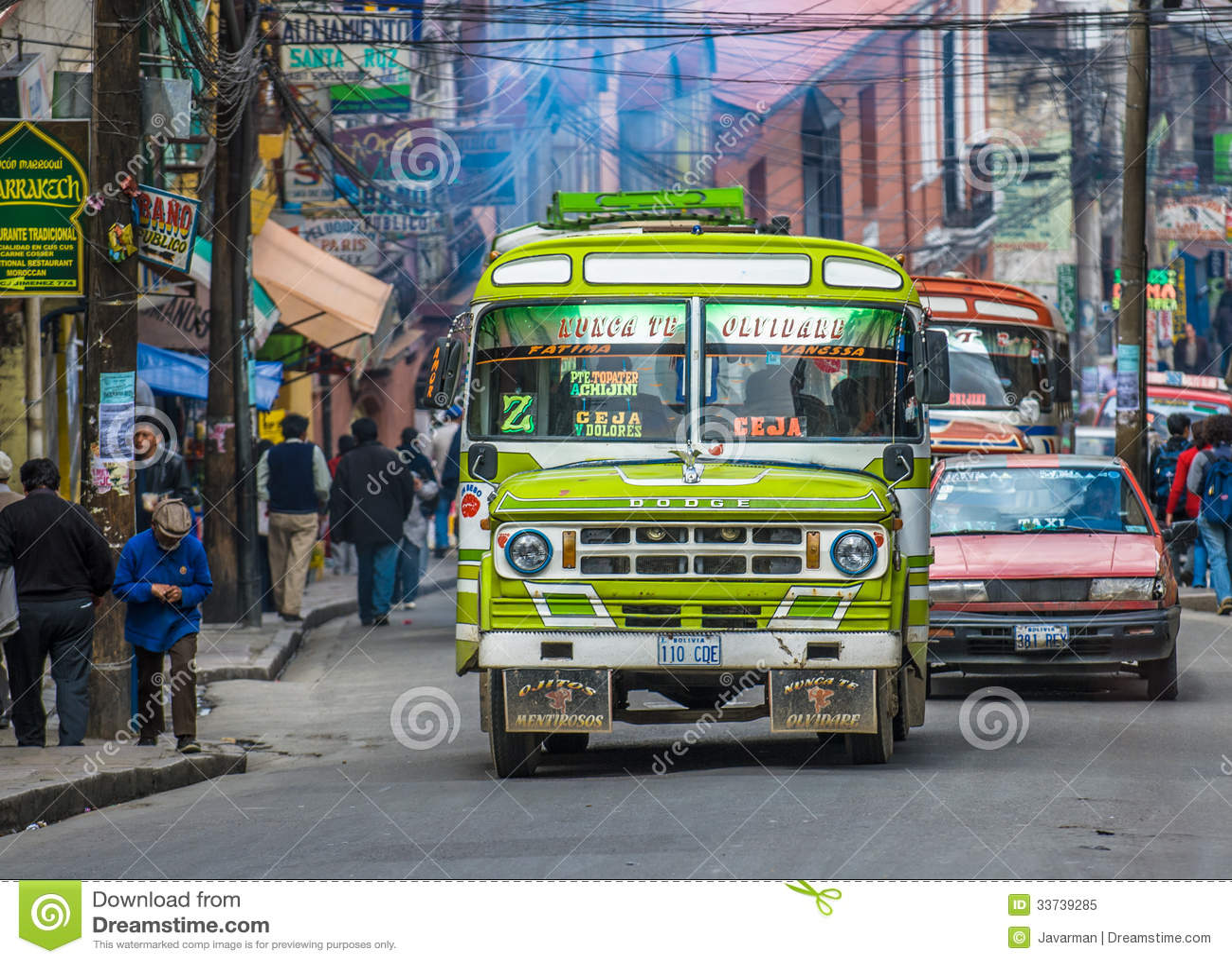 ЛА PAZ, БОЛИВИЯ - 10-ое января: Улица Ла Paz 10-ого января,