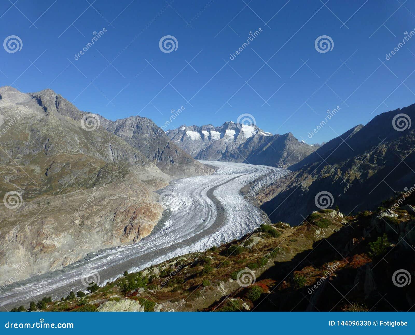 Ледник Aletsch увиденный от Riederalp