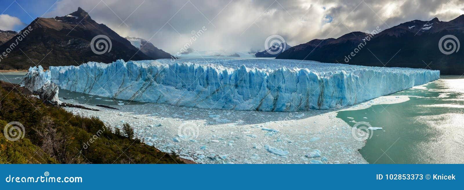Ледник Perito Moreno в национальном парке Лос Glaciares в El Calafate, Аргентине, Южной Америке