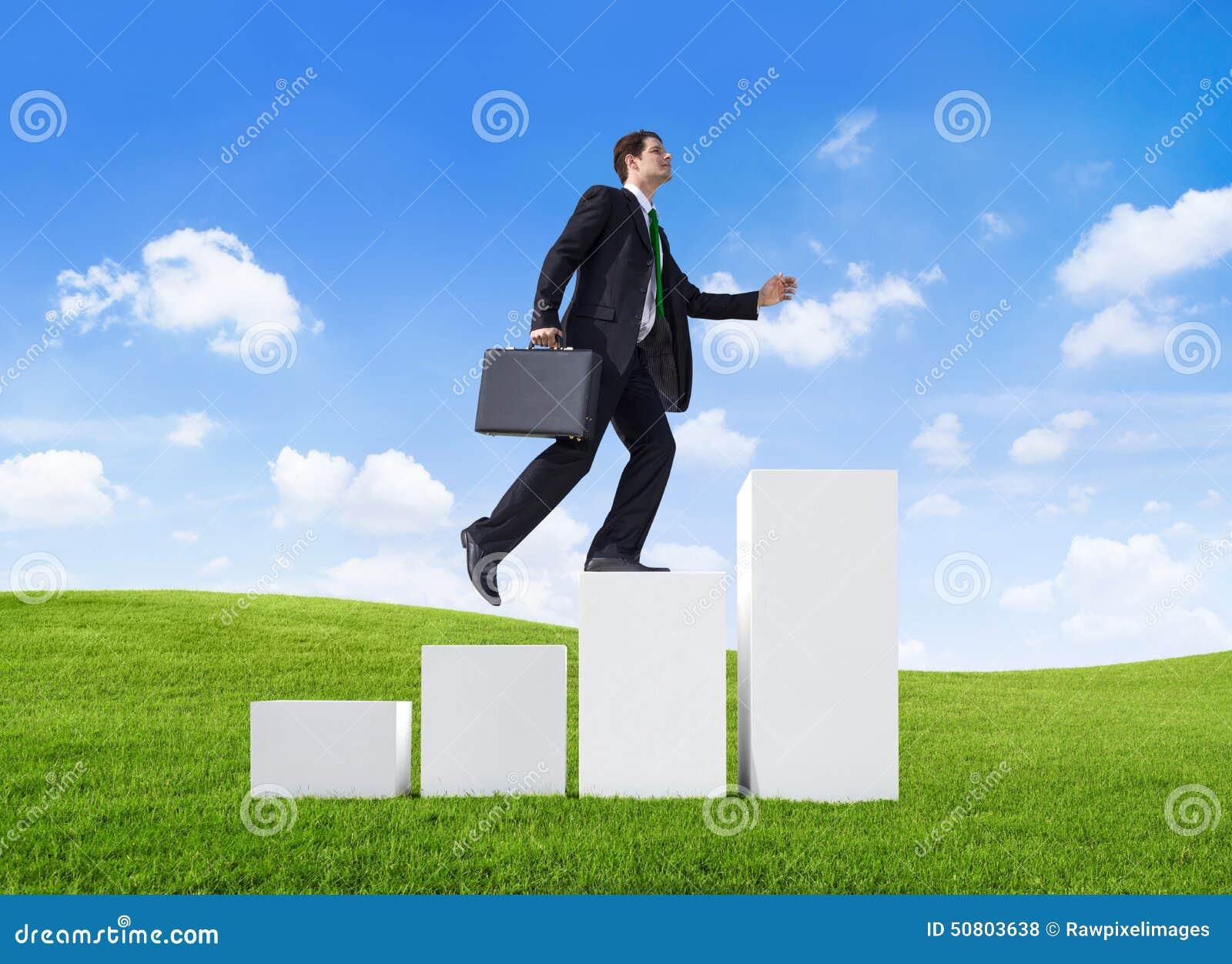 Лестница продаж бизнесмена успеха уверенно