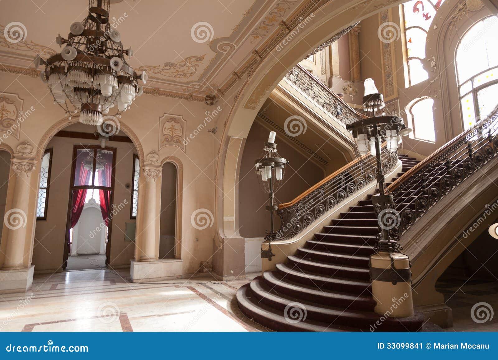 Лестницы детализируют в старом здании казино истории