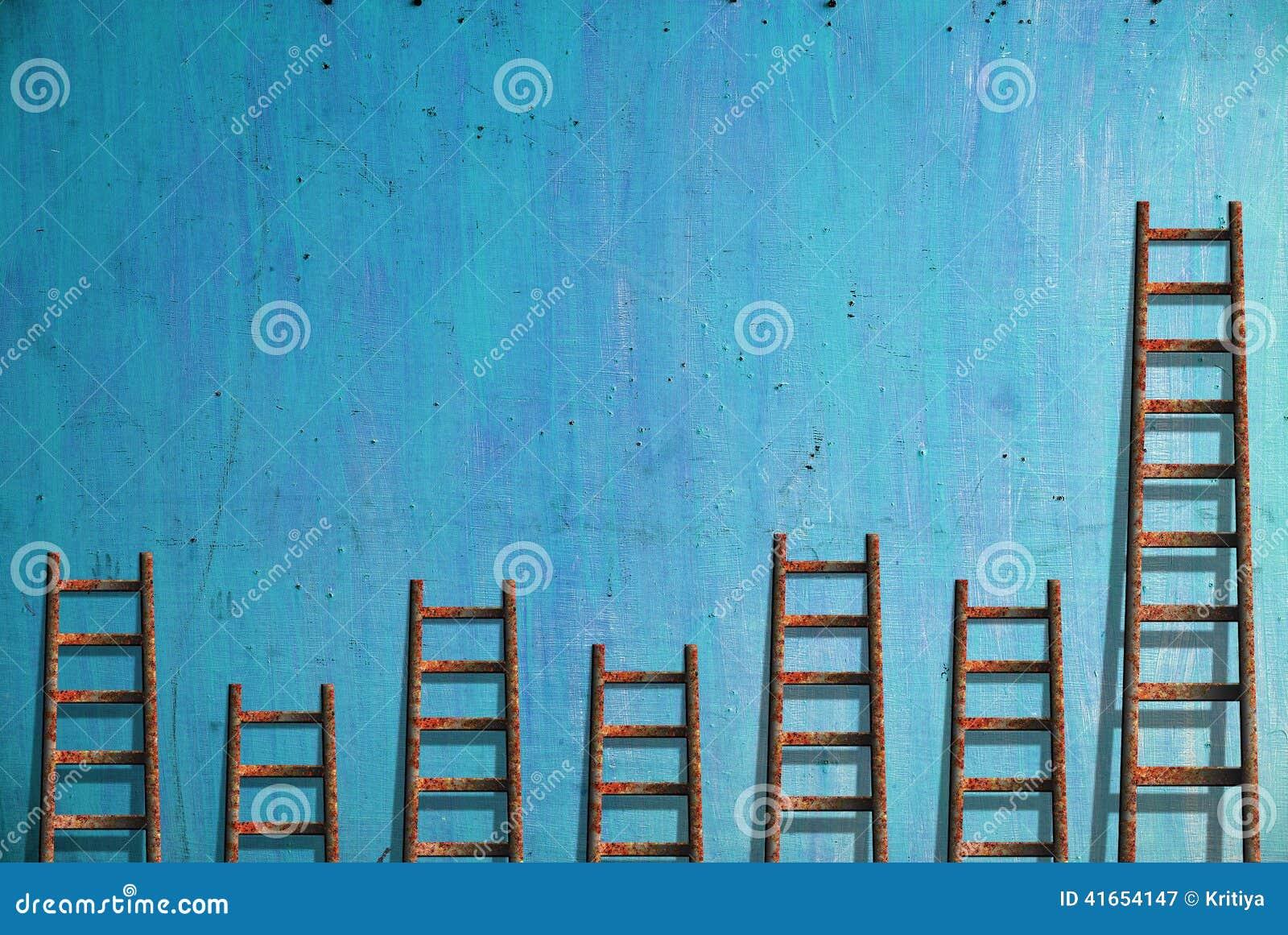 Лестницы на голубой стене