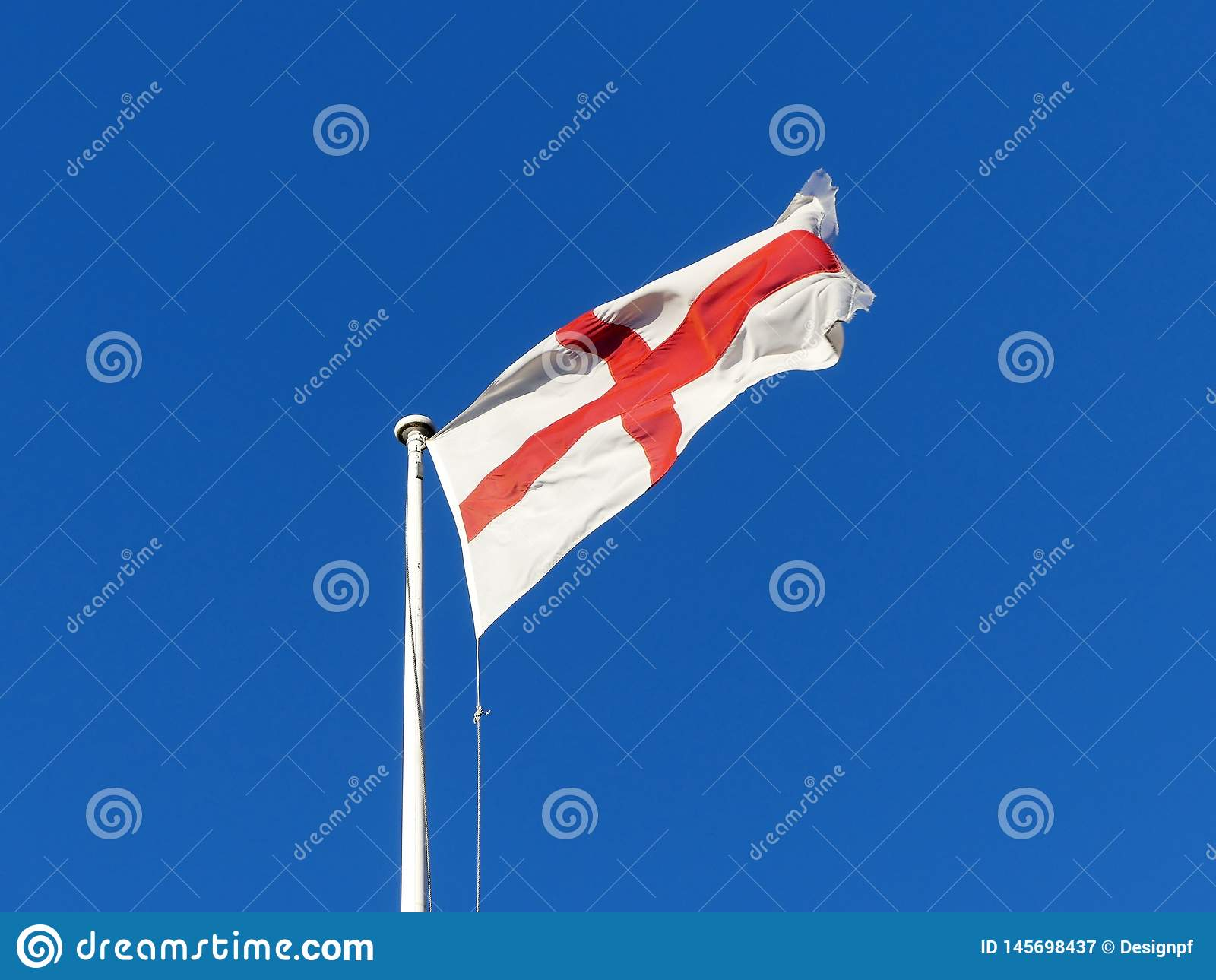 Летание флага Англии от флагштока