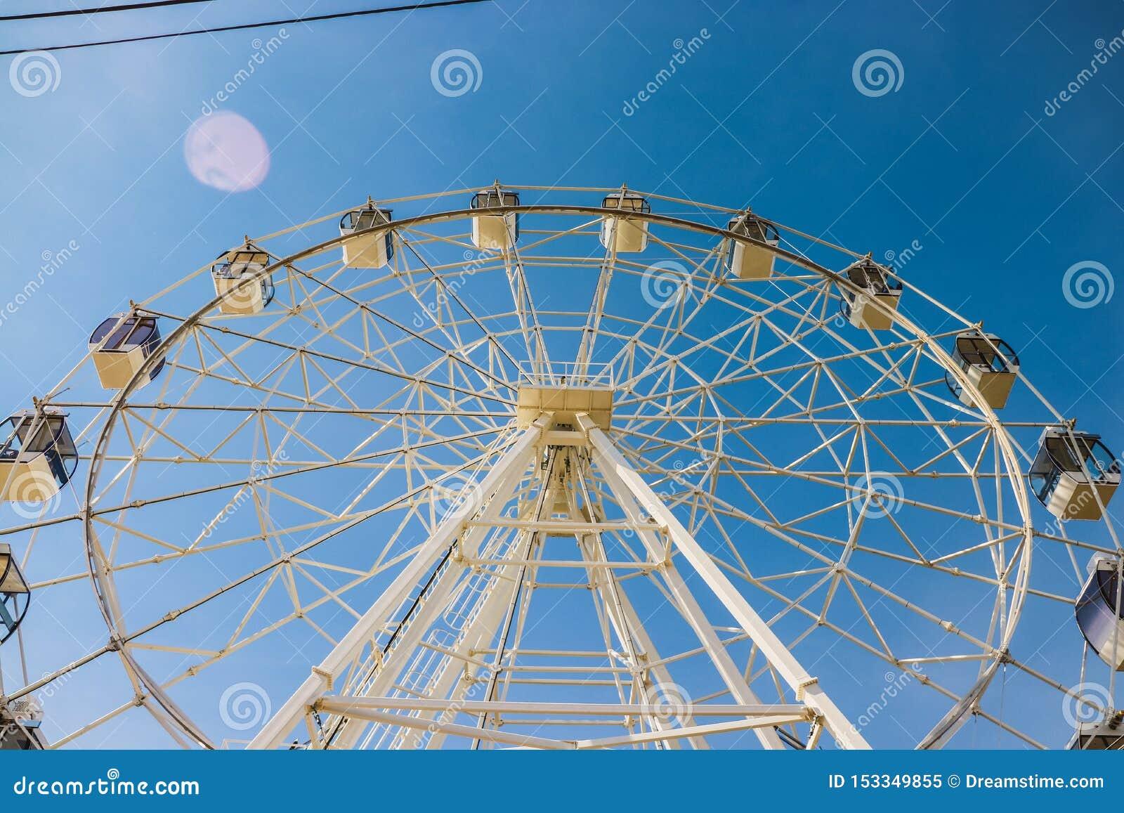Лето, колесо ferris, воскресенье, летнее время