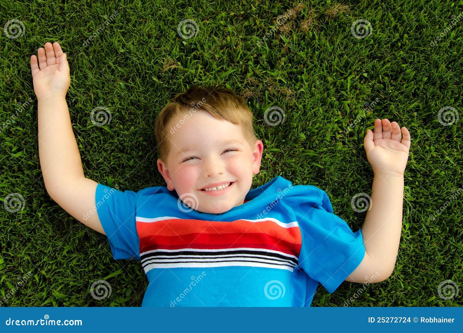 лето портрета ребенка счастливое