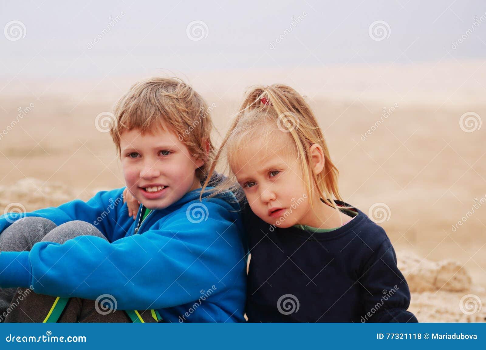 5 лет девушки с ее аутистическими 8 летами старого брата