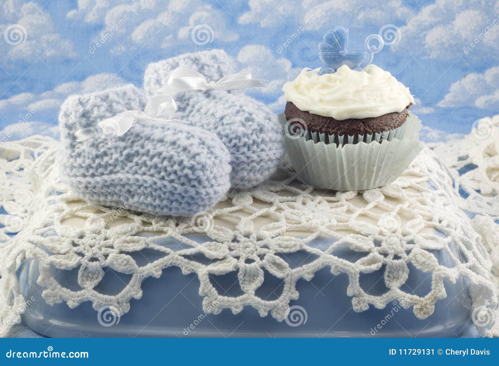 ливень пирожня мальчика добыч младенца