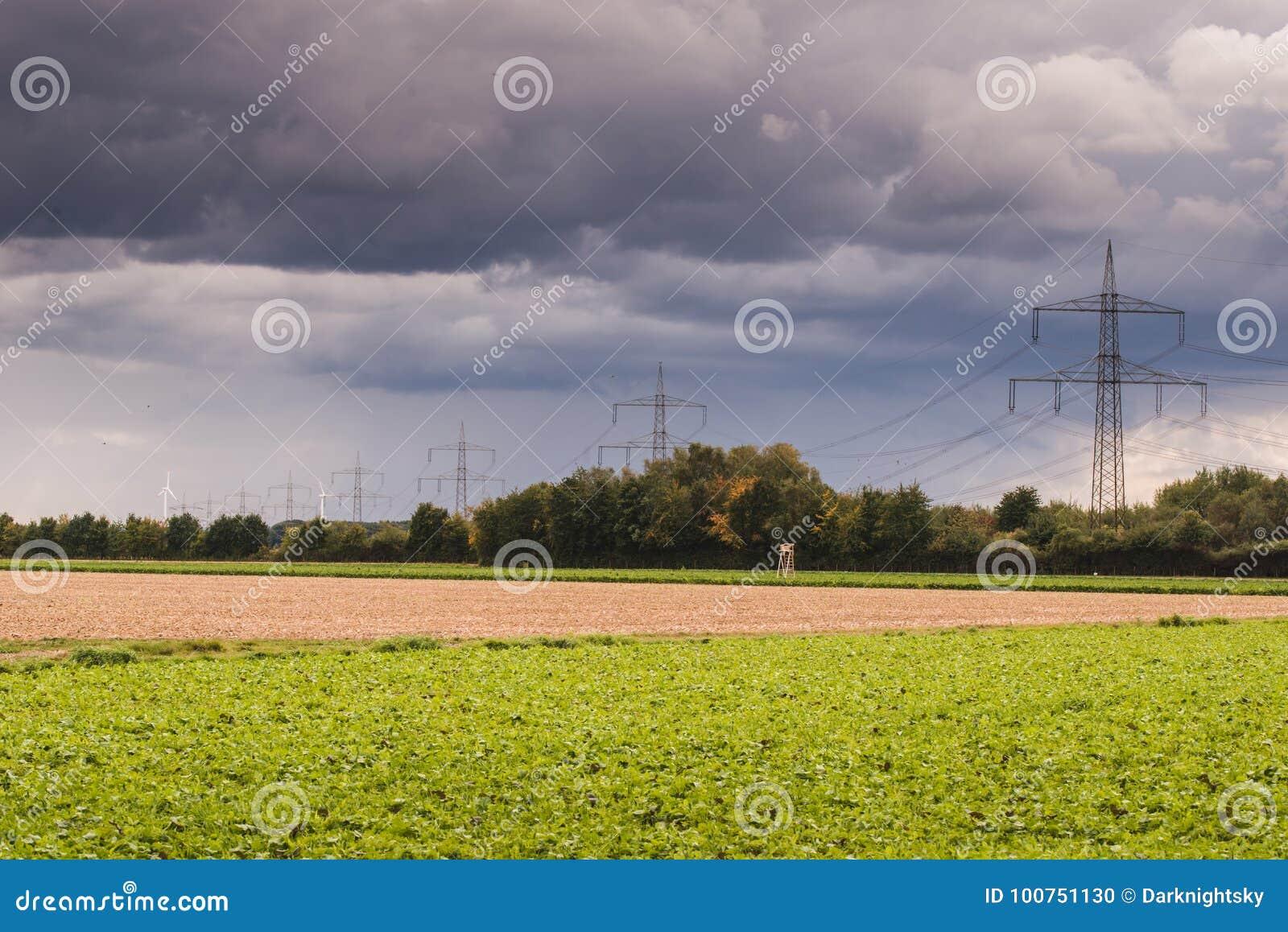 Линия передачи энергии на сельской местности