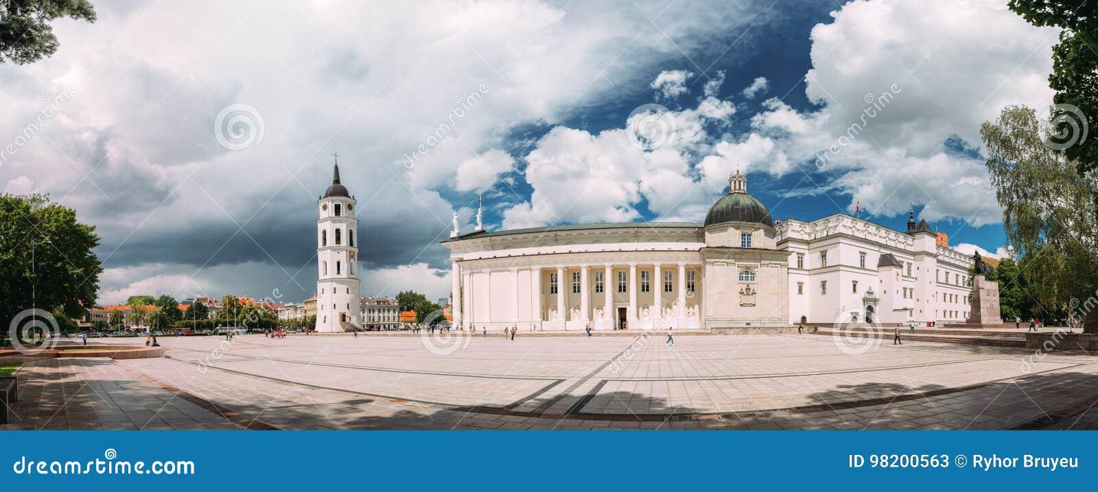 Download Литва Vilnius Панорама часовни и собора колокольни Стоковое Изображение - изображение насчитывающей католическо, landmark: 98200563