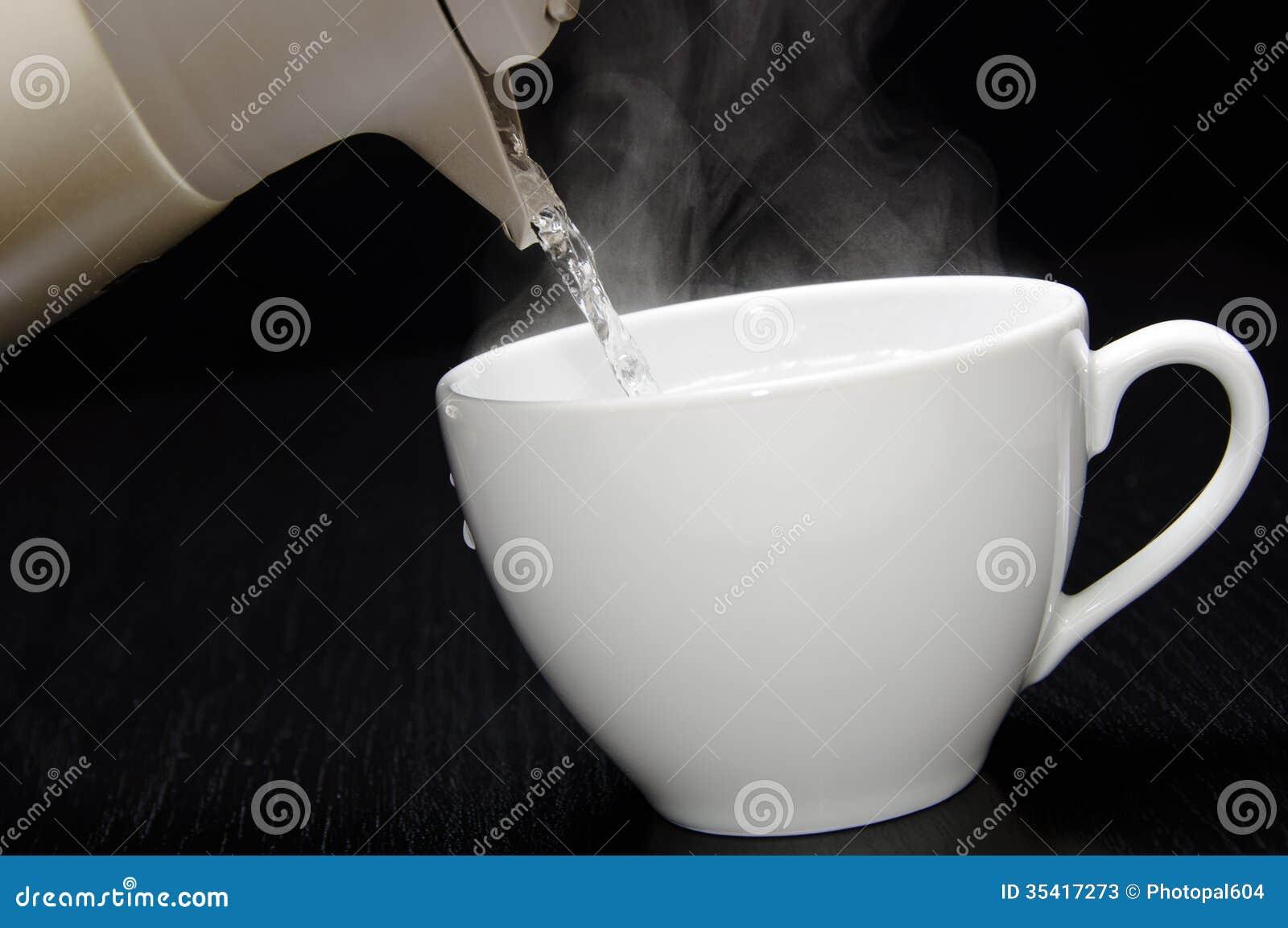 Лить горячая вода