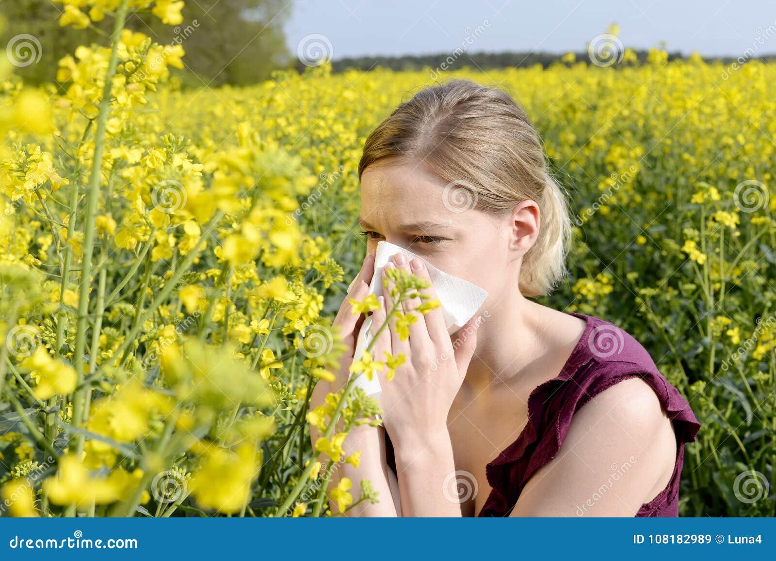 лихорадка имеет женщину сена