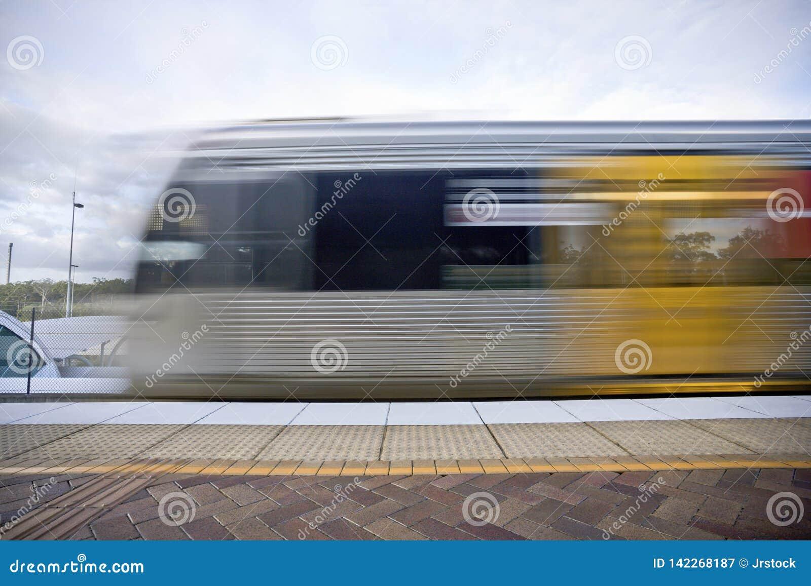 Лицевая сторона дизайна скорого поезда