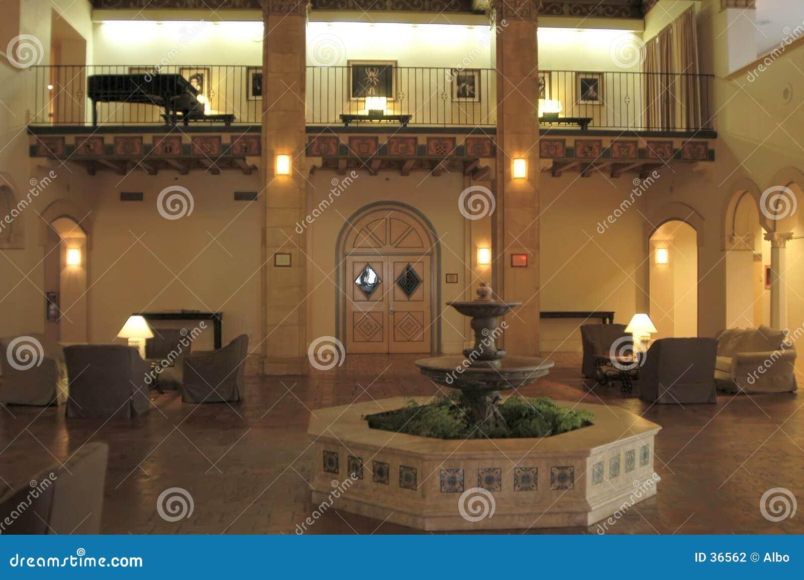 лобби гостиницы