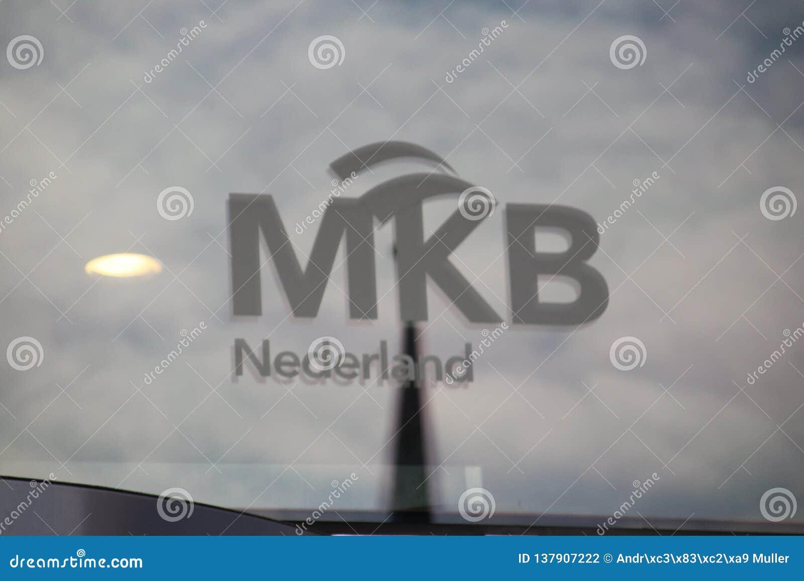 Логотип VNO NCW и MKB Nederland на окнах офиса malietower в вертепе Haag Нидерланд