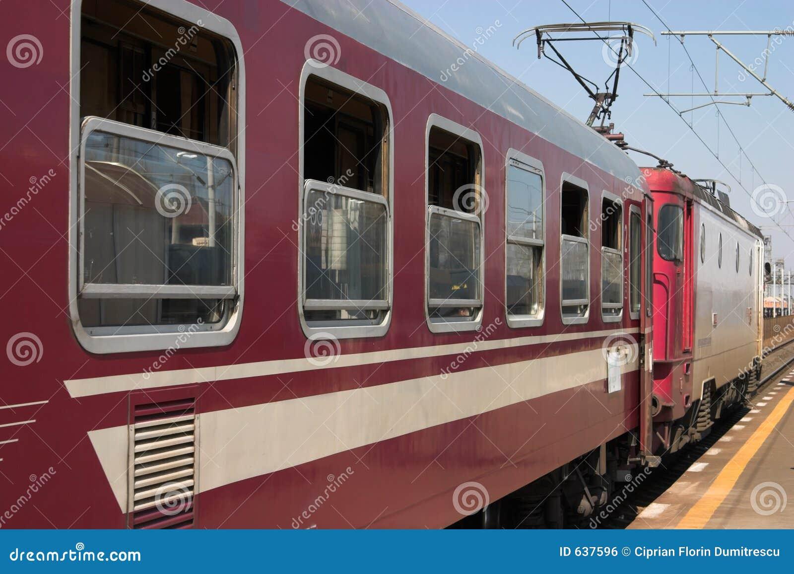 Download локомотивный поезд стоковое фото. изображение насчитывающей daytime - 637596