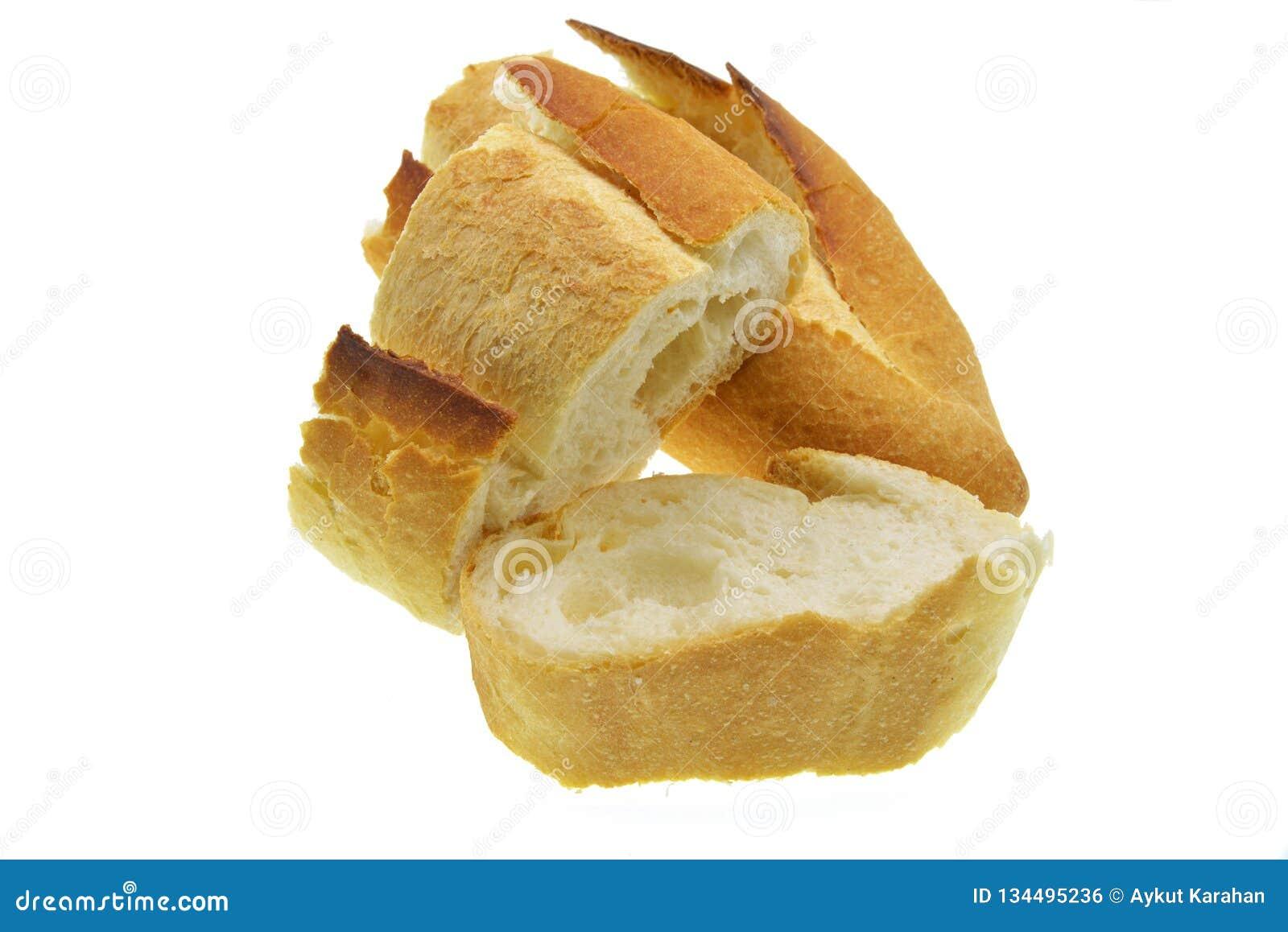 Ломтики хлеба на белой предпосылке