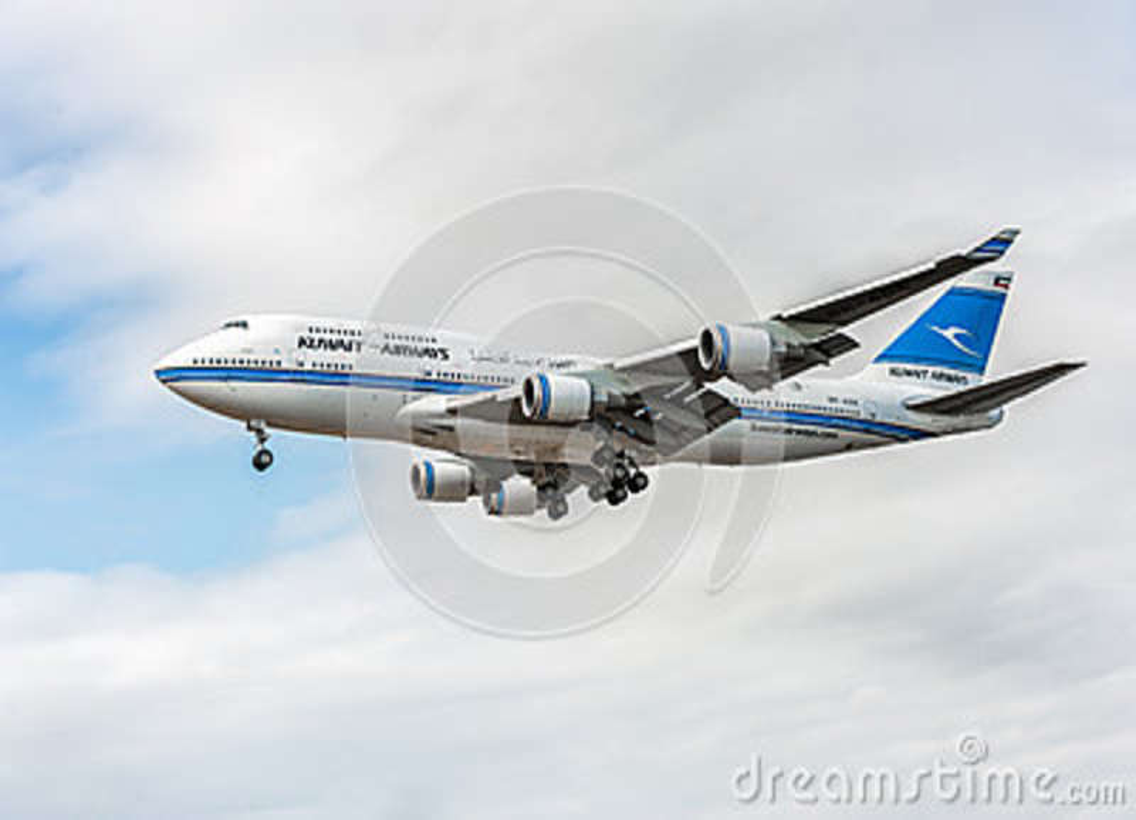 ЛОНДОН, АНГЛИЯ - 22-ОЕ АВГУСТА 2016: 9K-ADE Kuwait Airways Боинг 747 приземляясь в авиапорт Хитроу