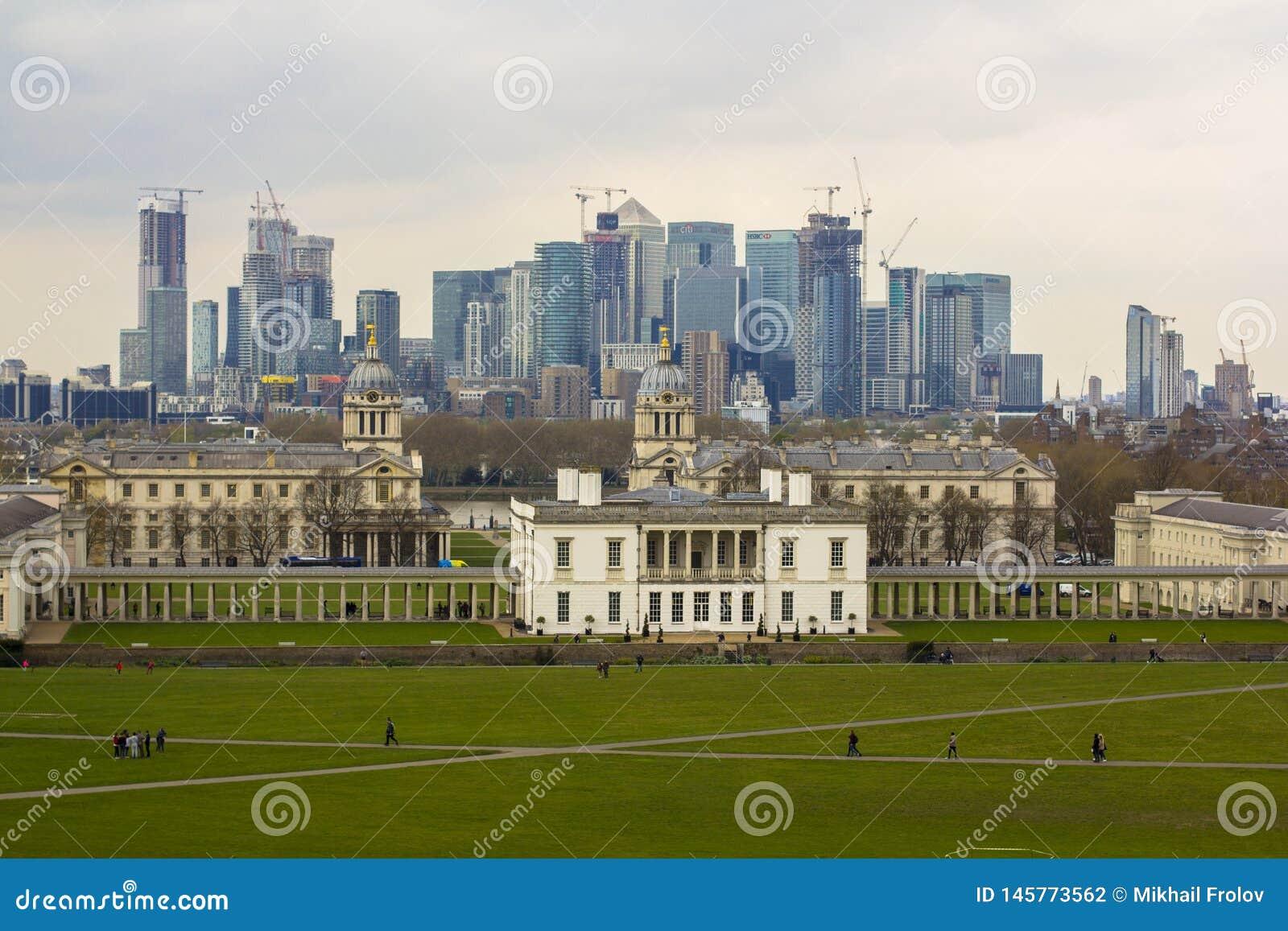 Лондон, Великобритания 12-ое апреля 2019 Канереечный взгляд причала от обсерватории Гринвича