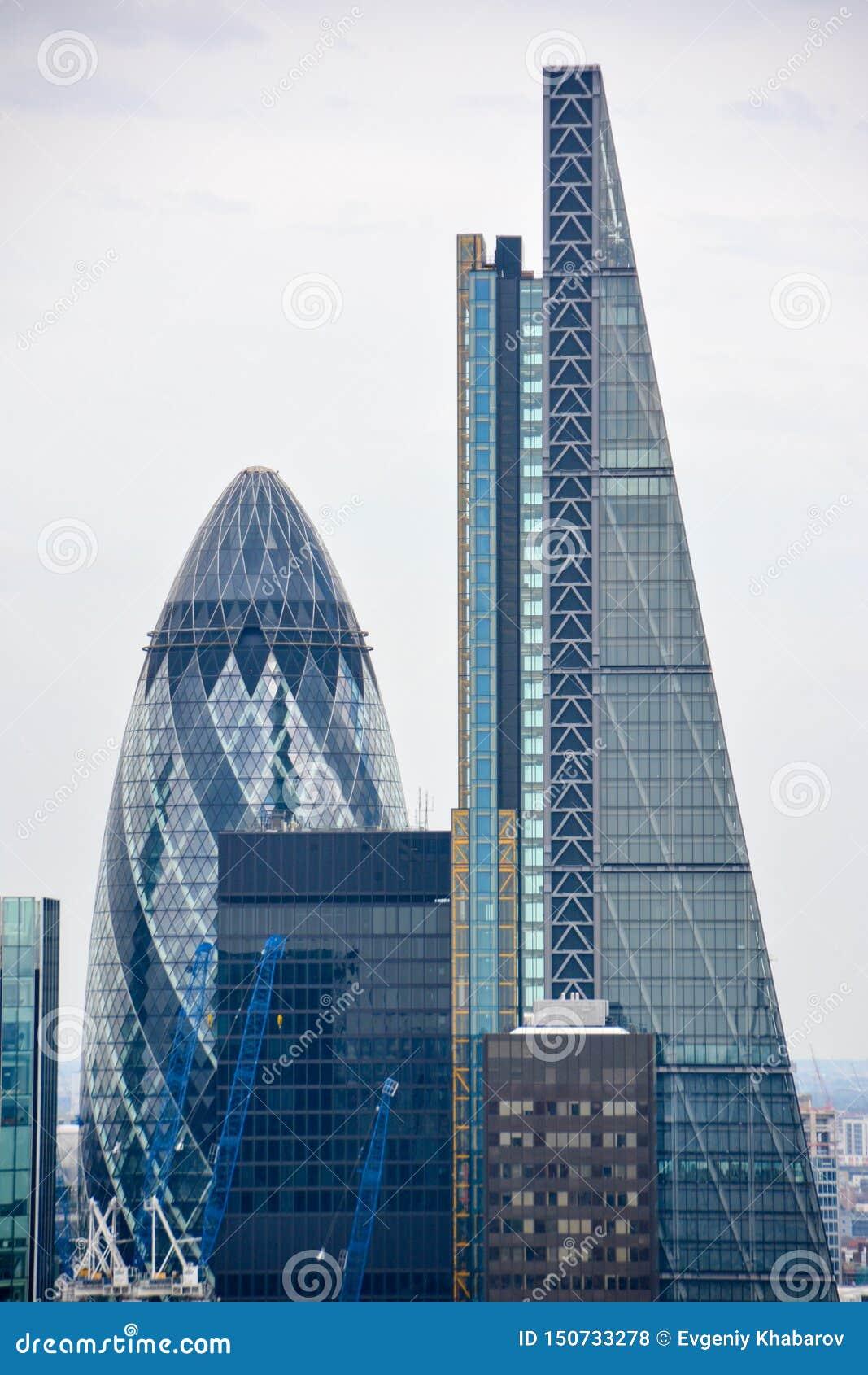 ЛОНДОН, ВЕЛИКОБРИТАНИЯ - 19-ОЕ ИЮЛЯ 2014: Город Лондона одного ведущих центров глобальных финансов