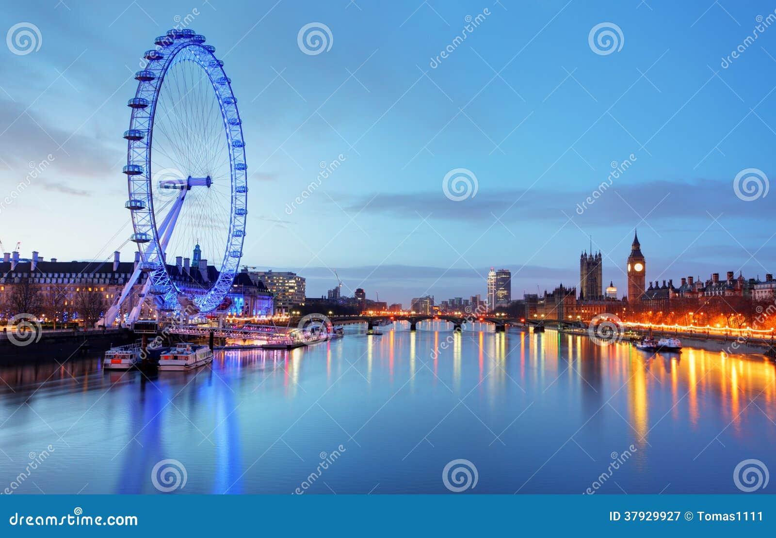 ЛОНДОН, ВЕЛИКОБРИТАНИЯ - 19-ОЕ ИЮНЯ: Глаз Лондона 19-ого июня 2013 внутри