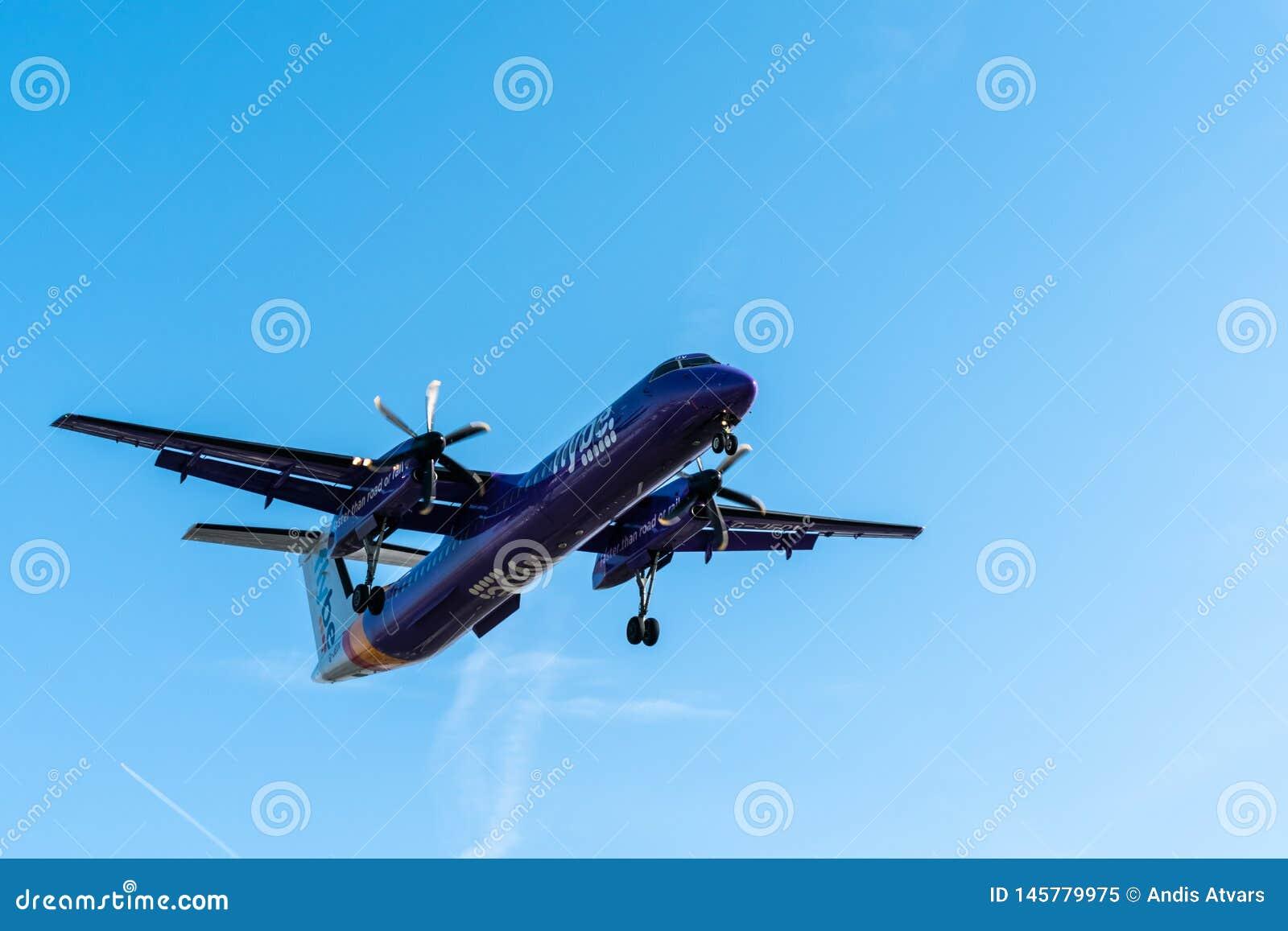 Лондон, Великобритания - 17, февраль 2019: Flybe великобританская региональная авиакомпания основанная в Англии, типе самолета De