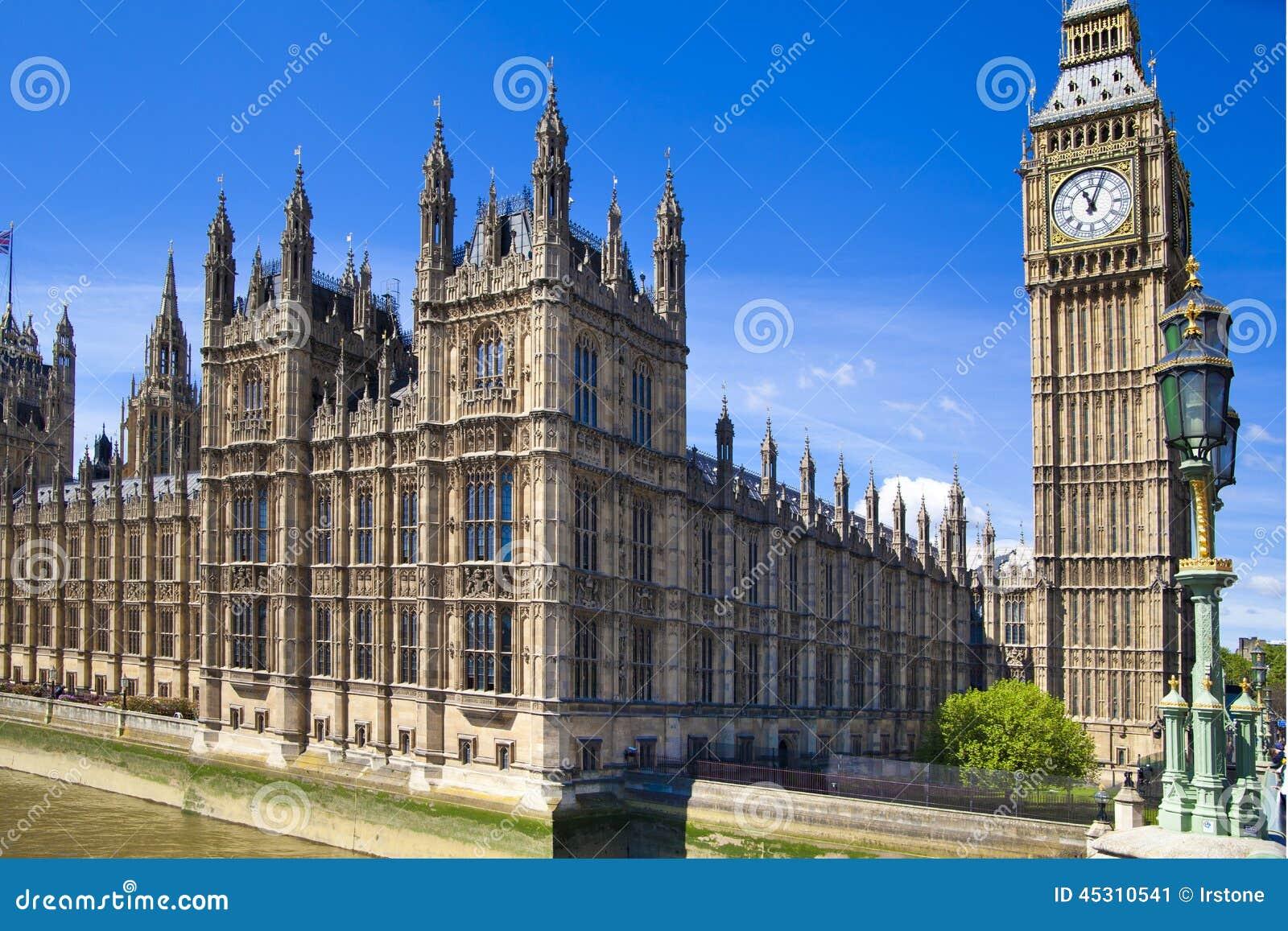 ЛОНДОН, Великобритания - 24-ое июня 2014 - большое Бен и парламент Великобритании
