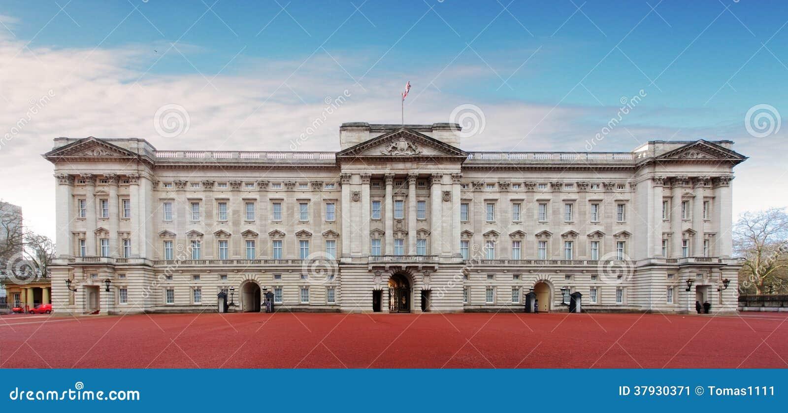ЛОНДОН - 10-ОЕ ЯНВАРЯ: Букингемский дворец изображенный 10-ого,20 января