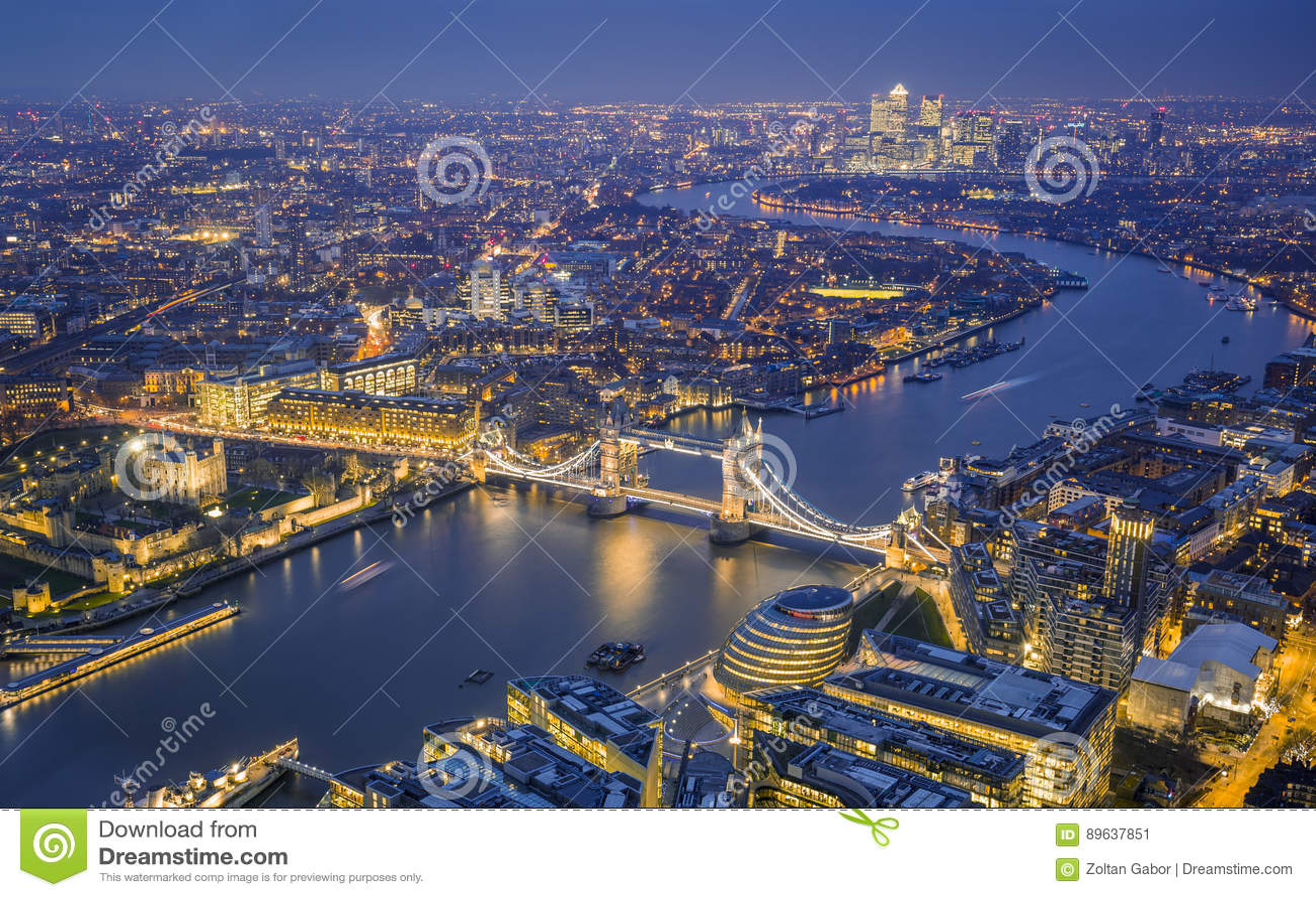 Лондон, Англия - воздушный взгляд горизонта Лондона