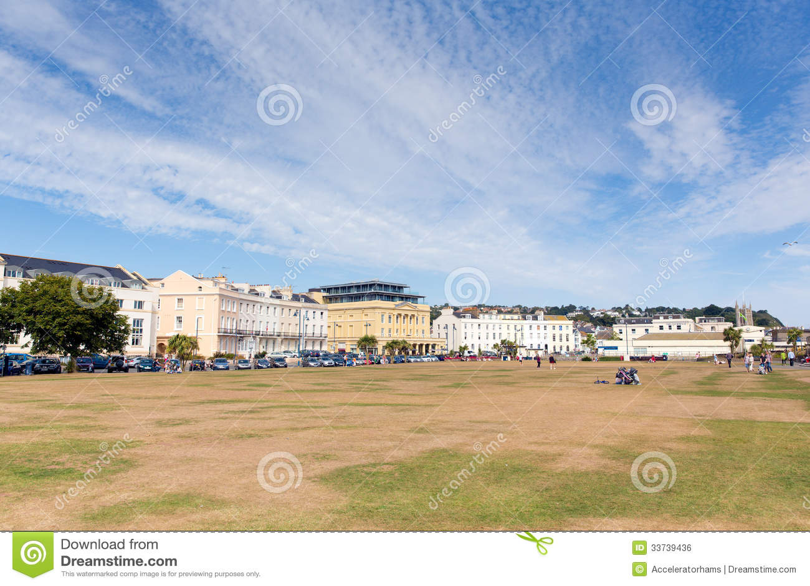 Лужайки пляжа Teignmouth Девона на набережной