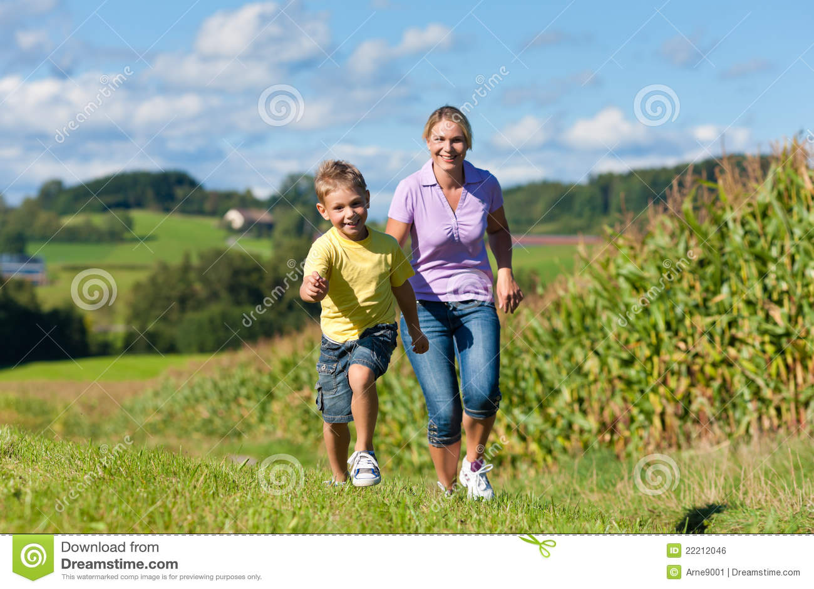 лужок семьи outdoors