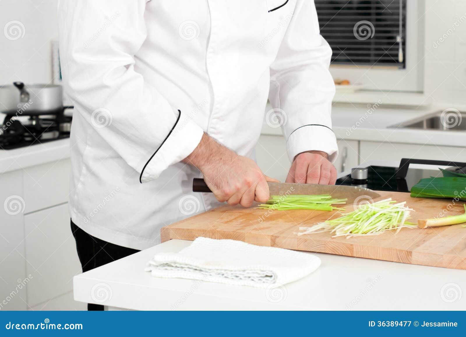 Лук-порей вырезывания шеф-повара
