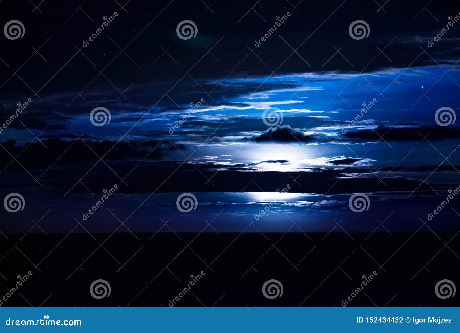 Луна и звезды wiith ночного неба
