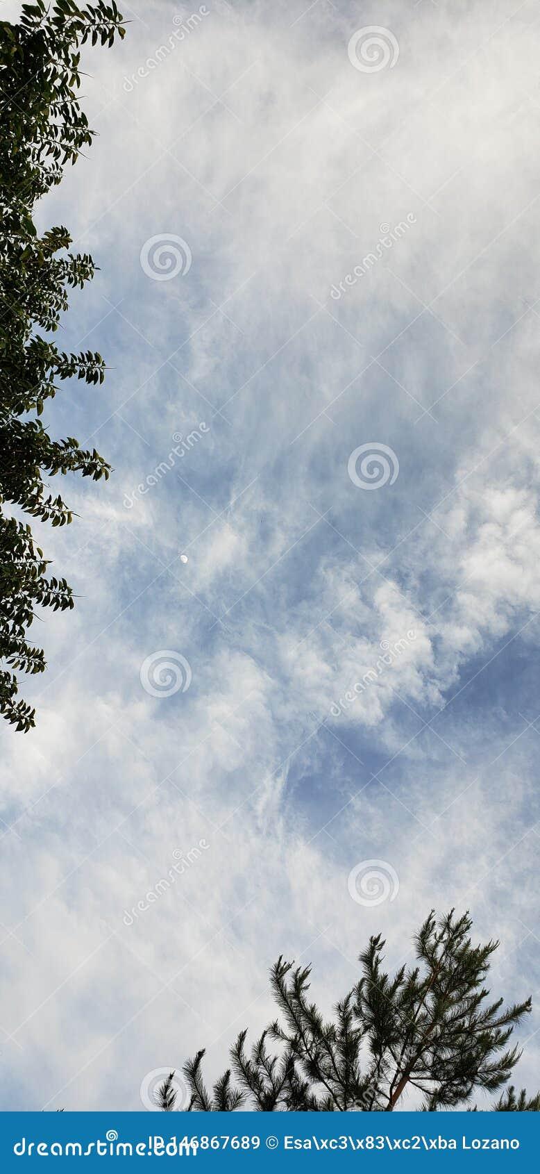 Луна между небесами