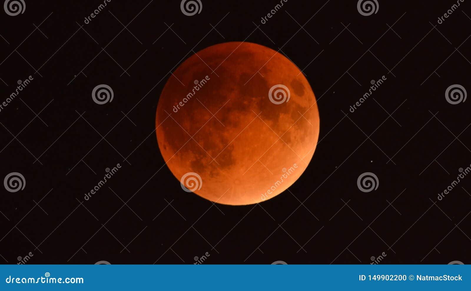 Лунное затмение сентября 2015 - супер луна крови - как увидено от Минесоты, США - 28-ое сентября