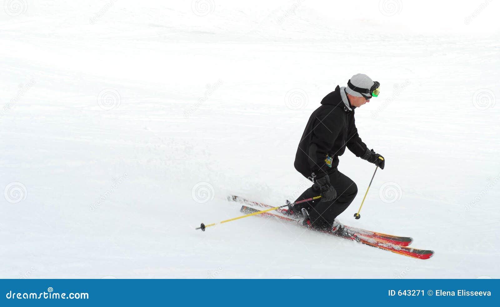 Download лыжник стоковое изображение. изображение насчитывающей снаружи - 643271
