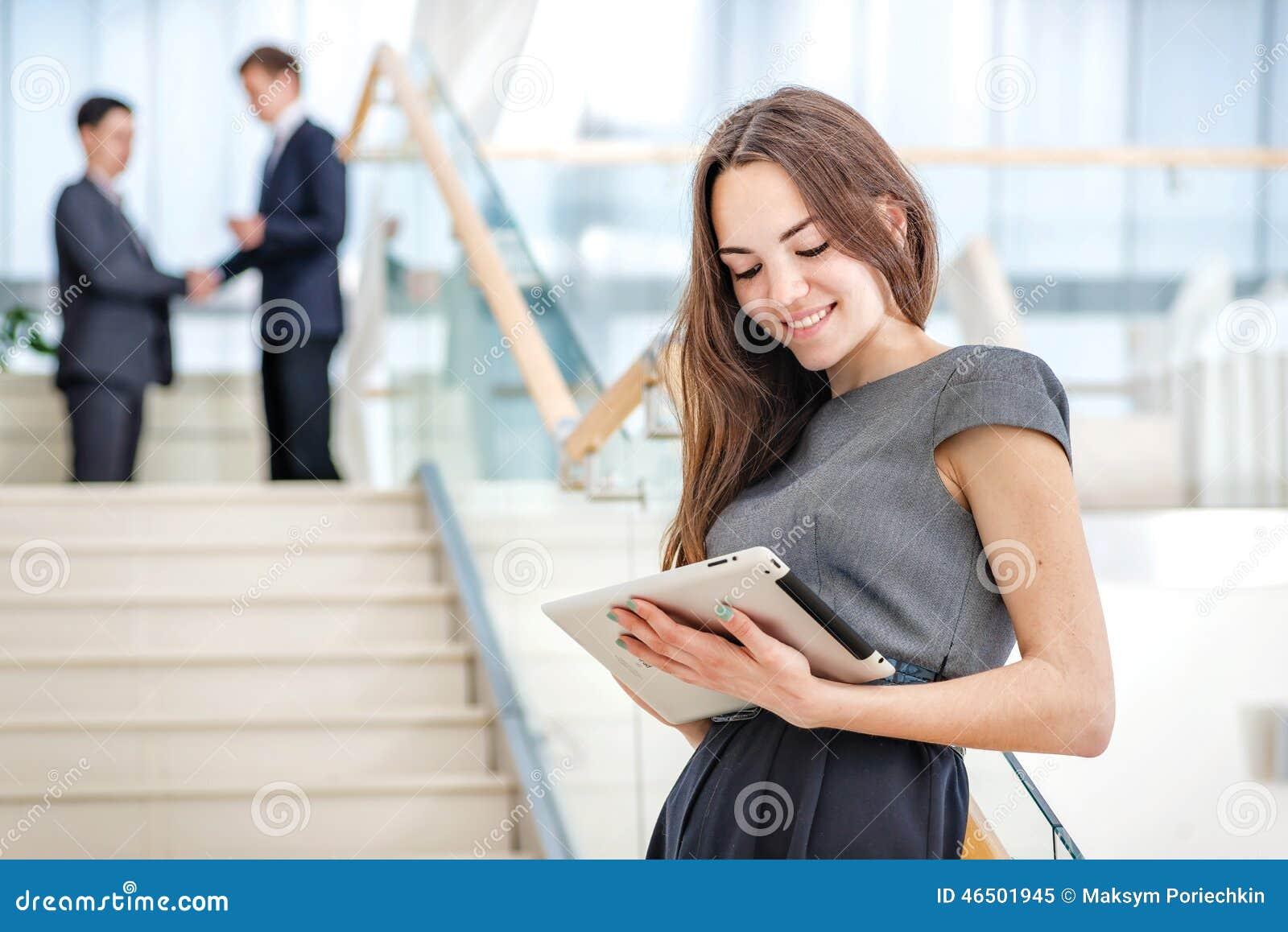 работа или любимая девушка