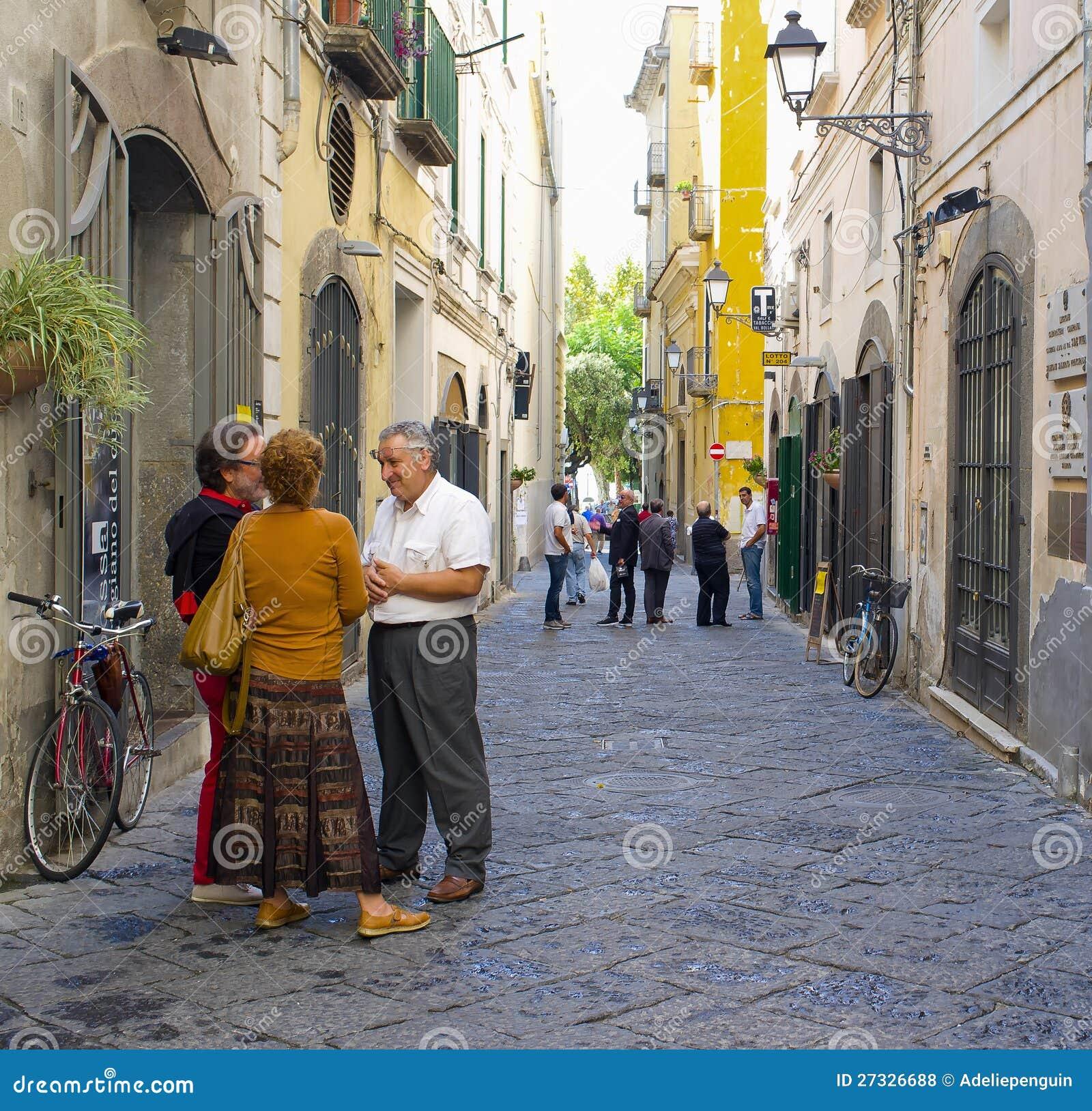 Люди в улицах, Salerno Италия