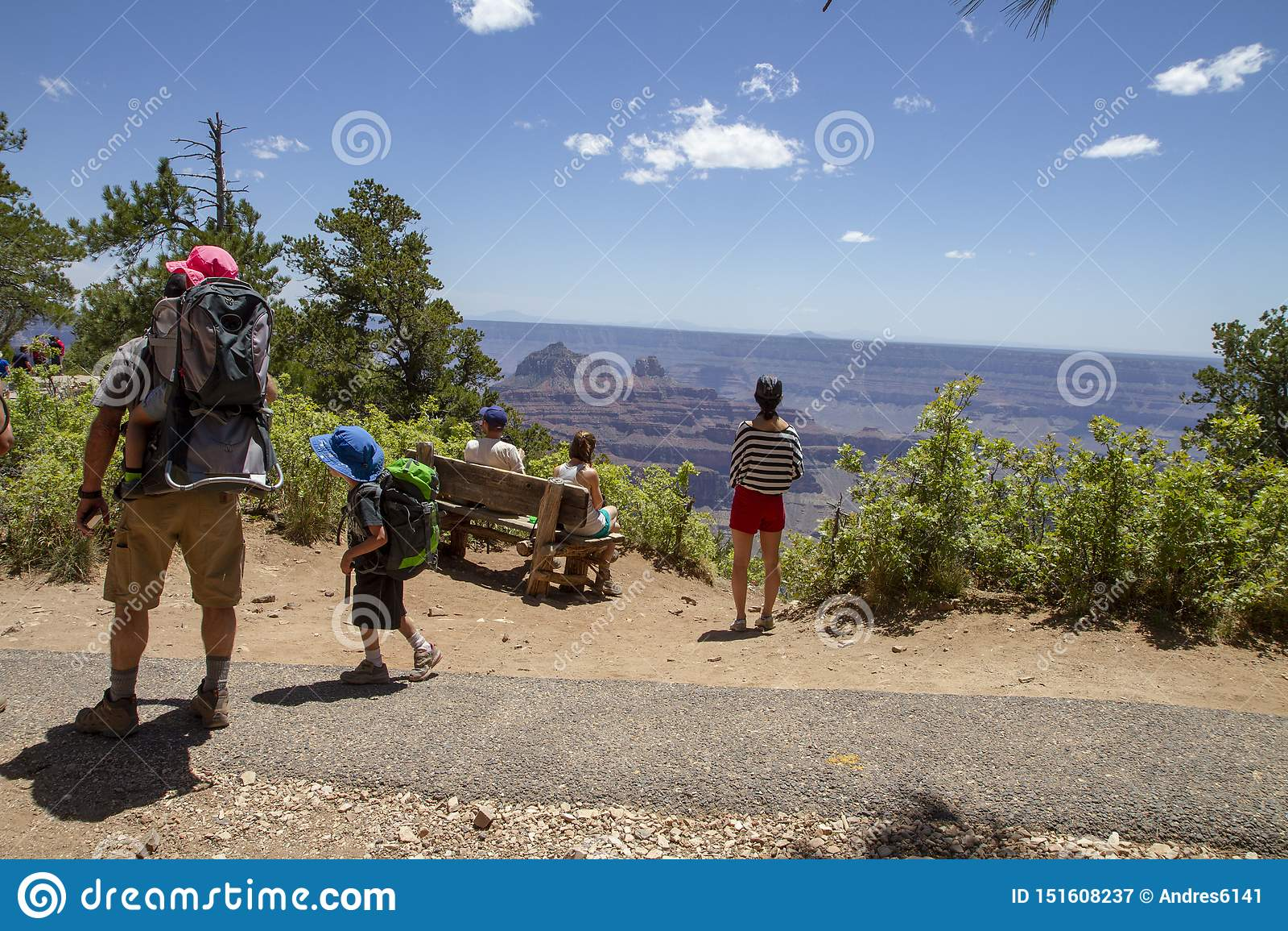 Люди на гранд-каньоне