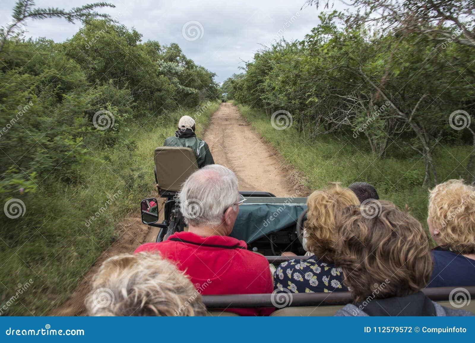 Люди на сафари в Южной Африке