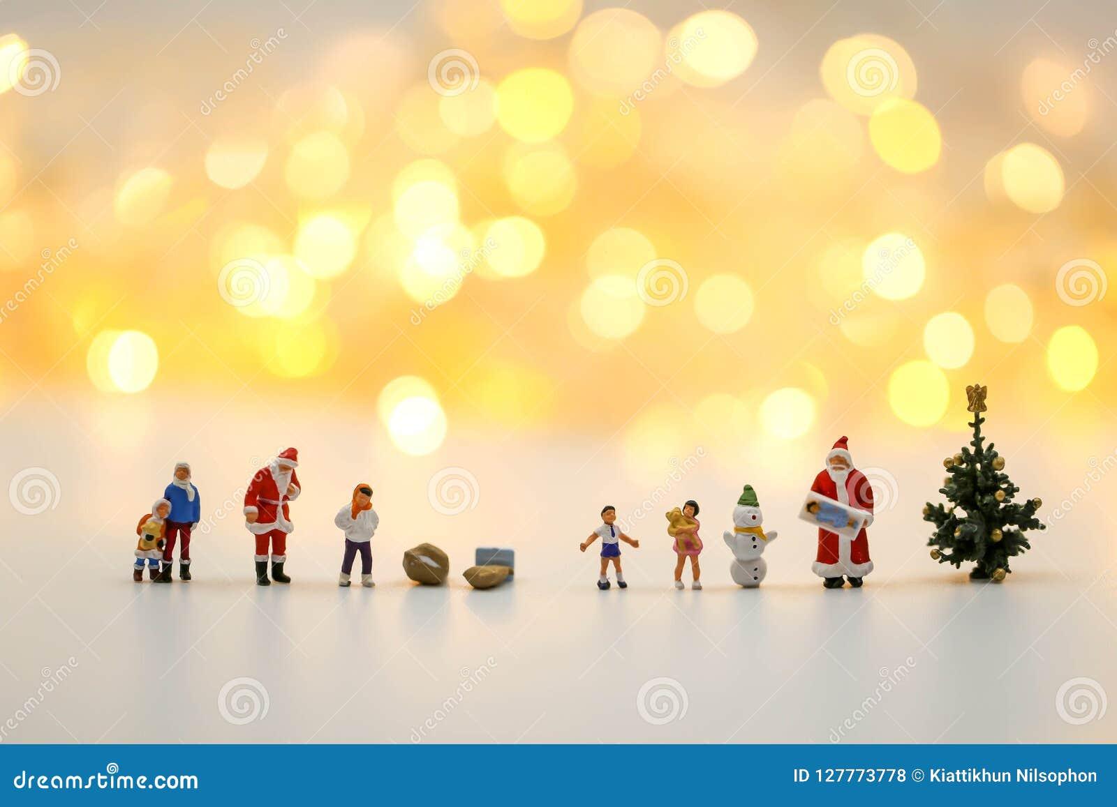 Люди с Рождеством Христовым и счастливого Нового Года миниатюрные: Дети w