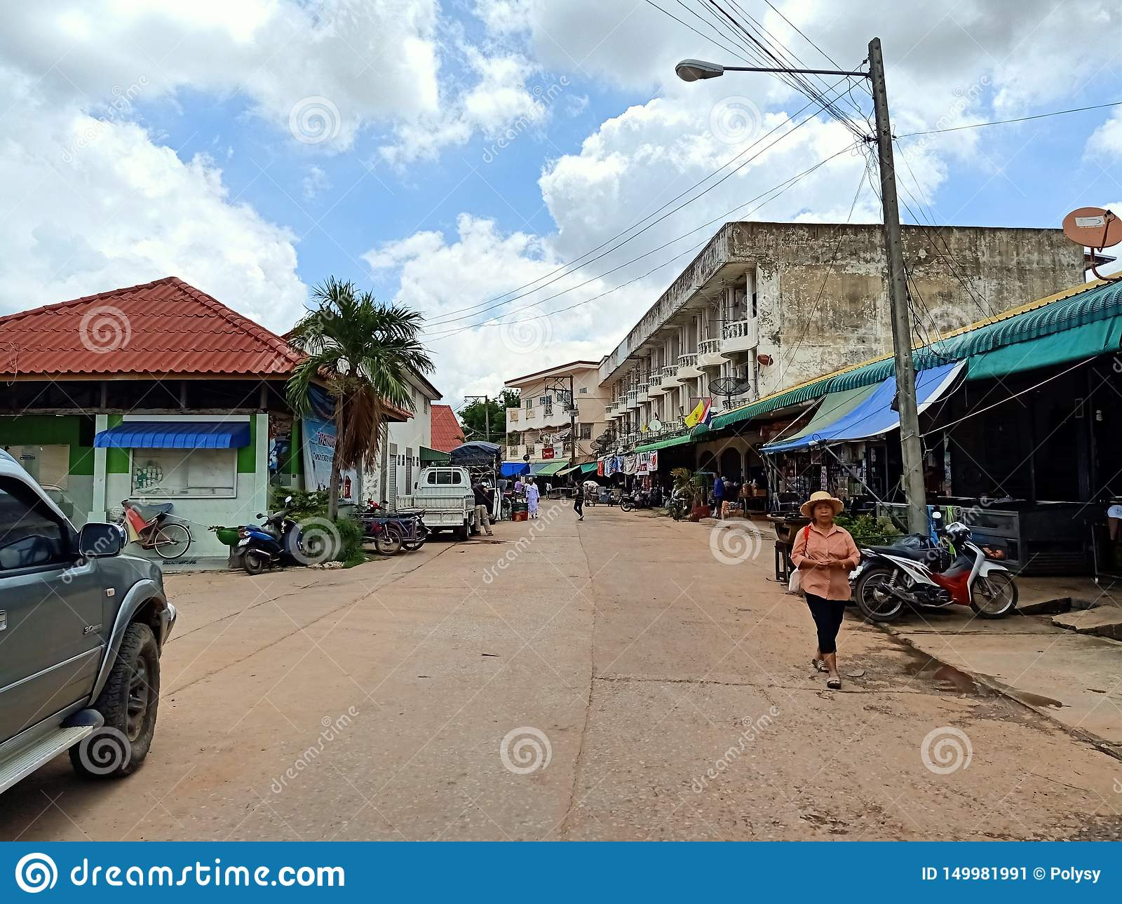 люди Таиланда местного рынка праздника esan