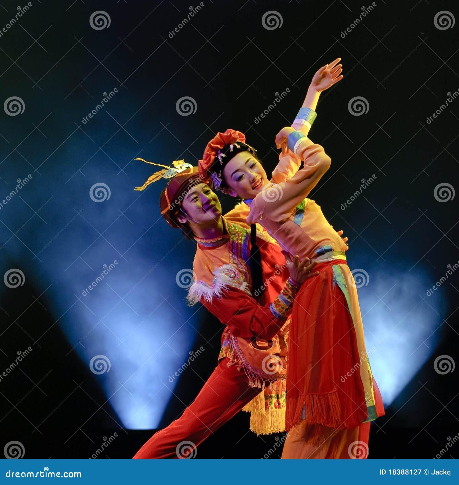люди танцульки китайца