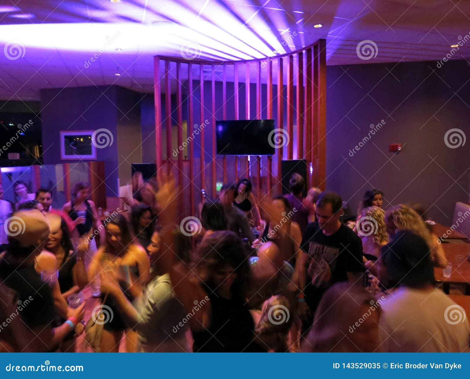 Скачать музыку бесплатно в клубах москвы бизнес планы ночного клуба презентация