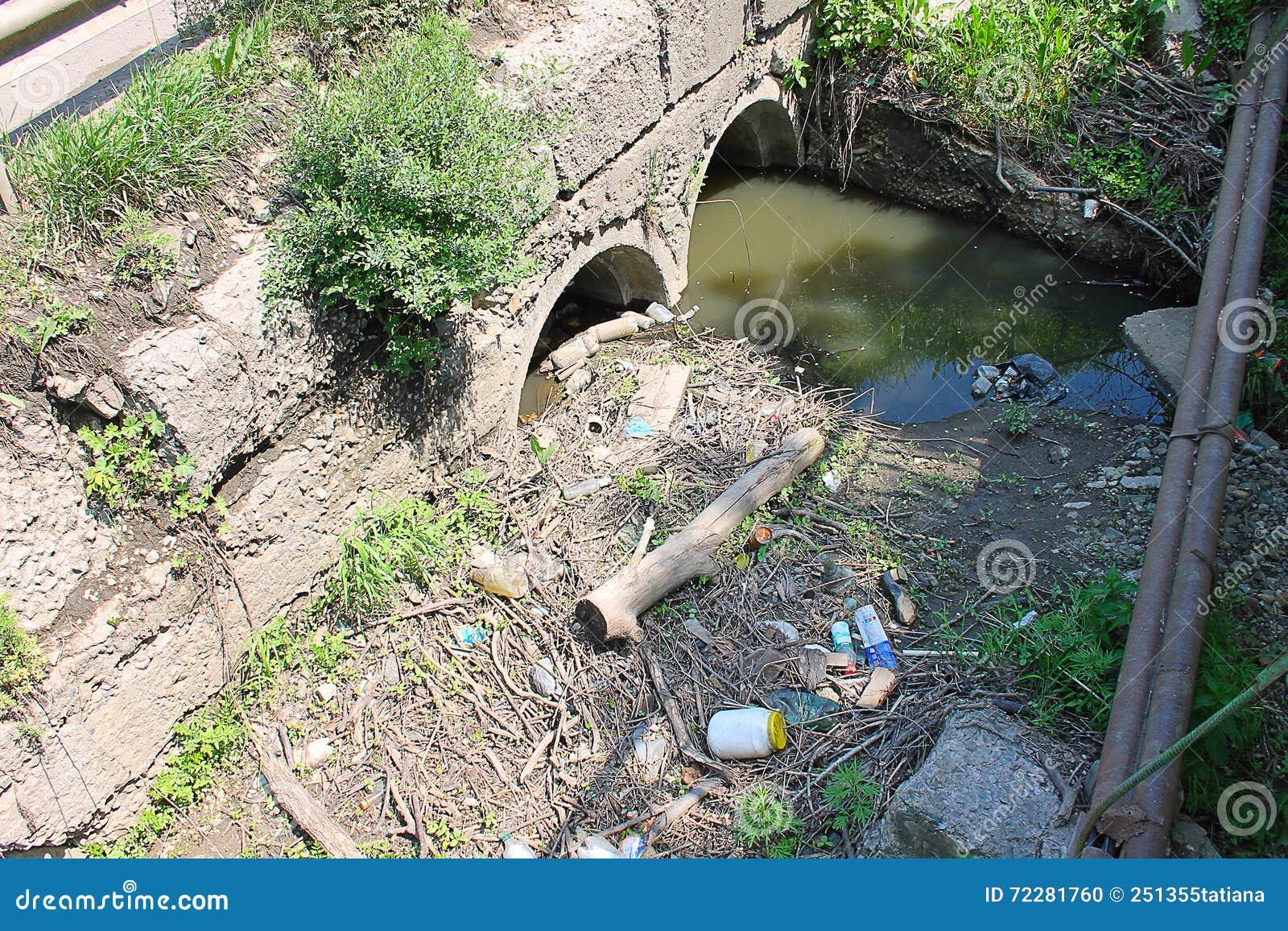 Download Люди загрязняют окружающую среду Стоковое Фото - изображение насчитывающей город, гигиена: 72281760