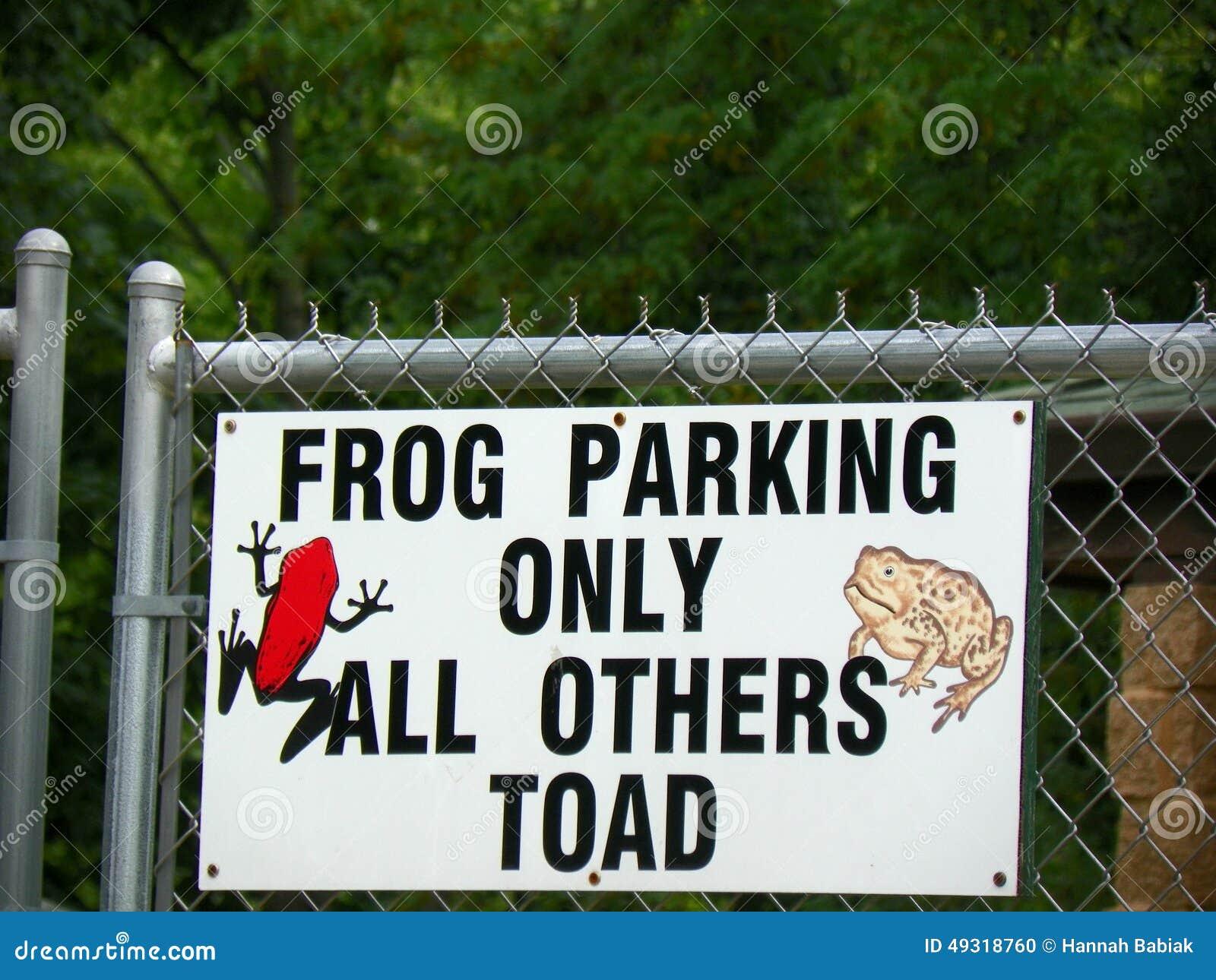 Лягушка паркуя только все другие жаба