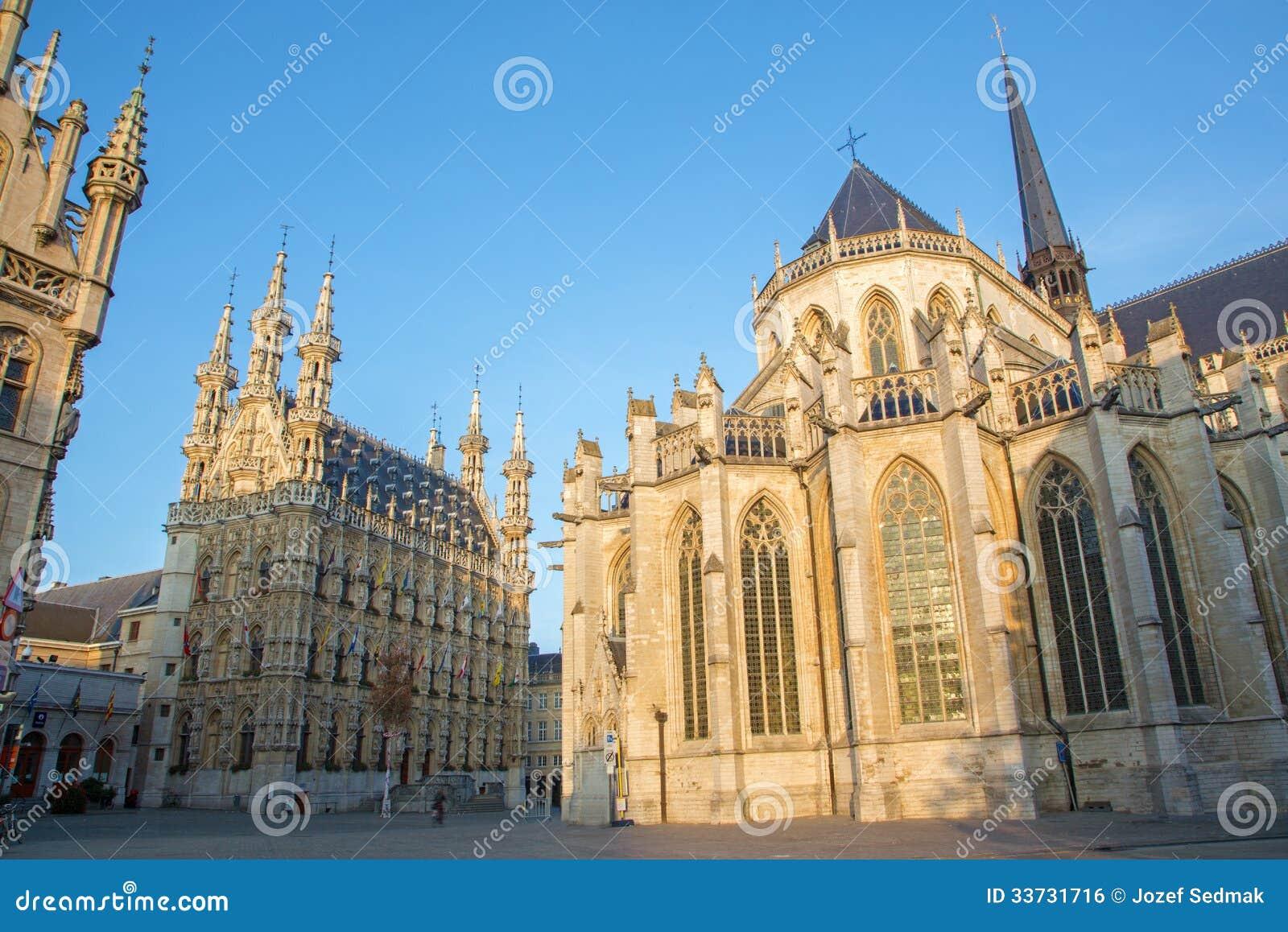 Лёвен - готские ратуша и собор St Peters