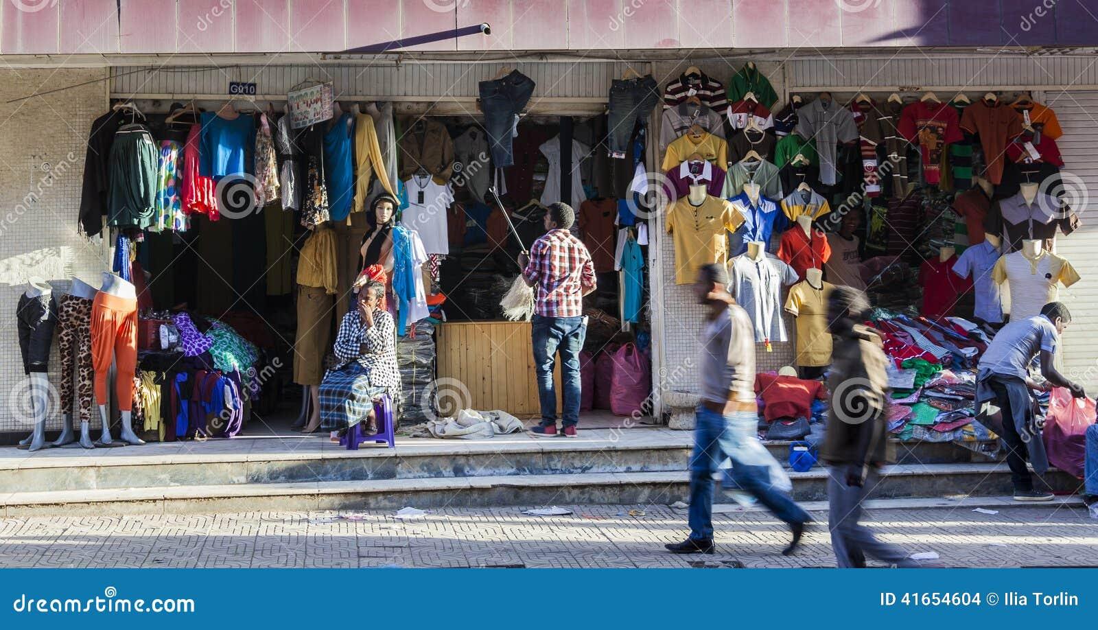 Магазин одежды в рынке Merkato Аддис-Абеба эфиопия