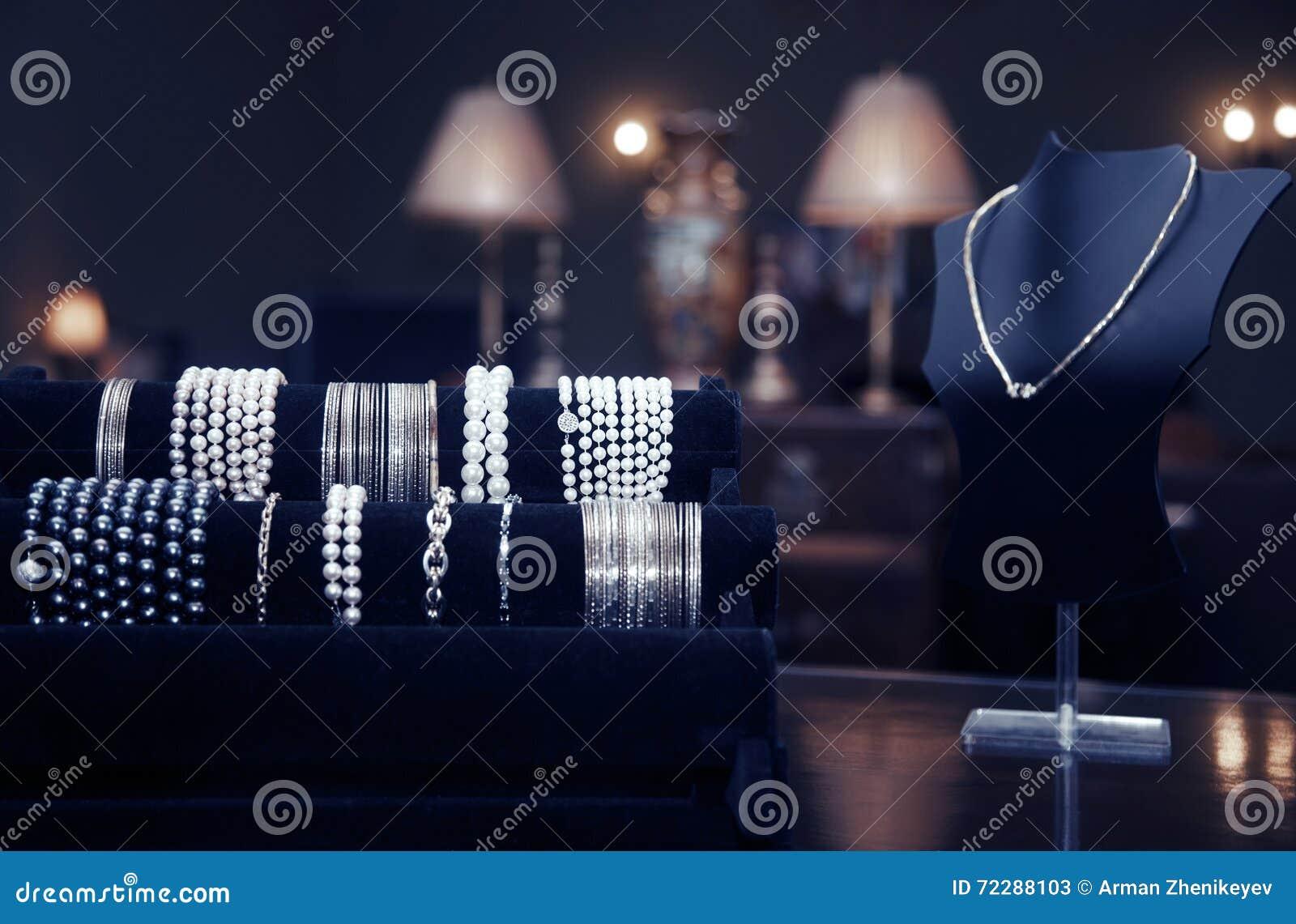 Download магазин ювелирных изделий стоковое изображение. изображение насчитывающей освещение - 72288103